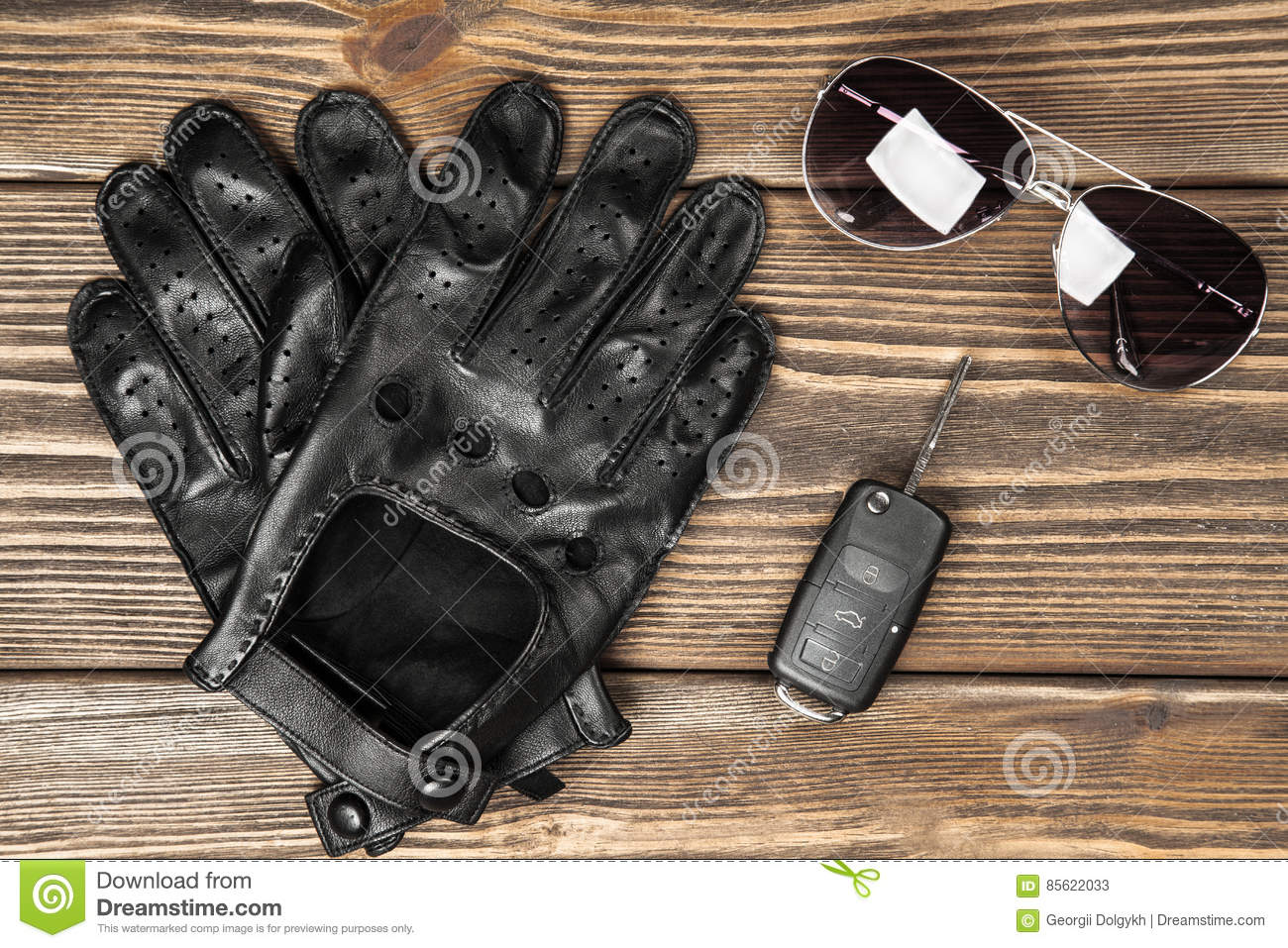 Driving gloves car - Car Keys And Driving Gloves