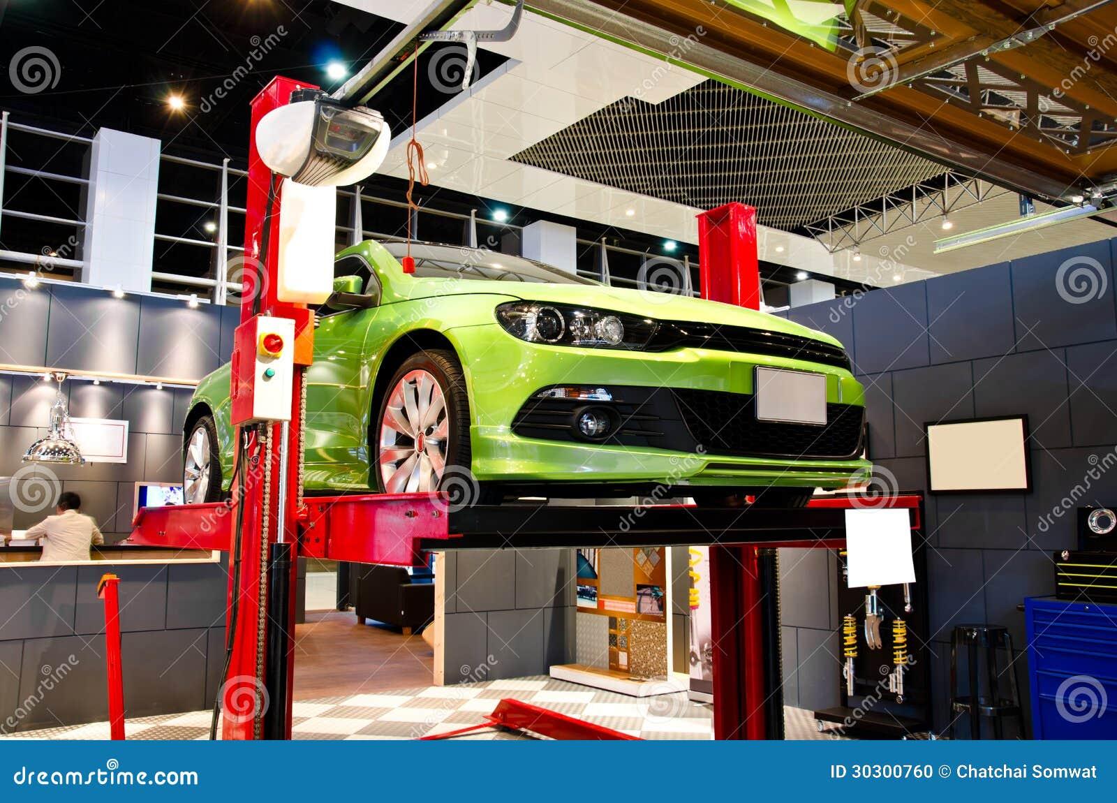 Auto repair stock photo image 30300760 for Garage fix auto nimes