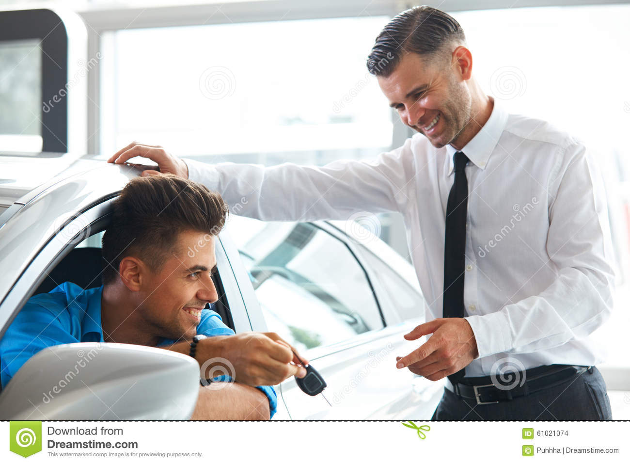 how to become a new car salesman