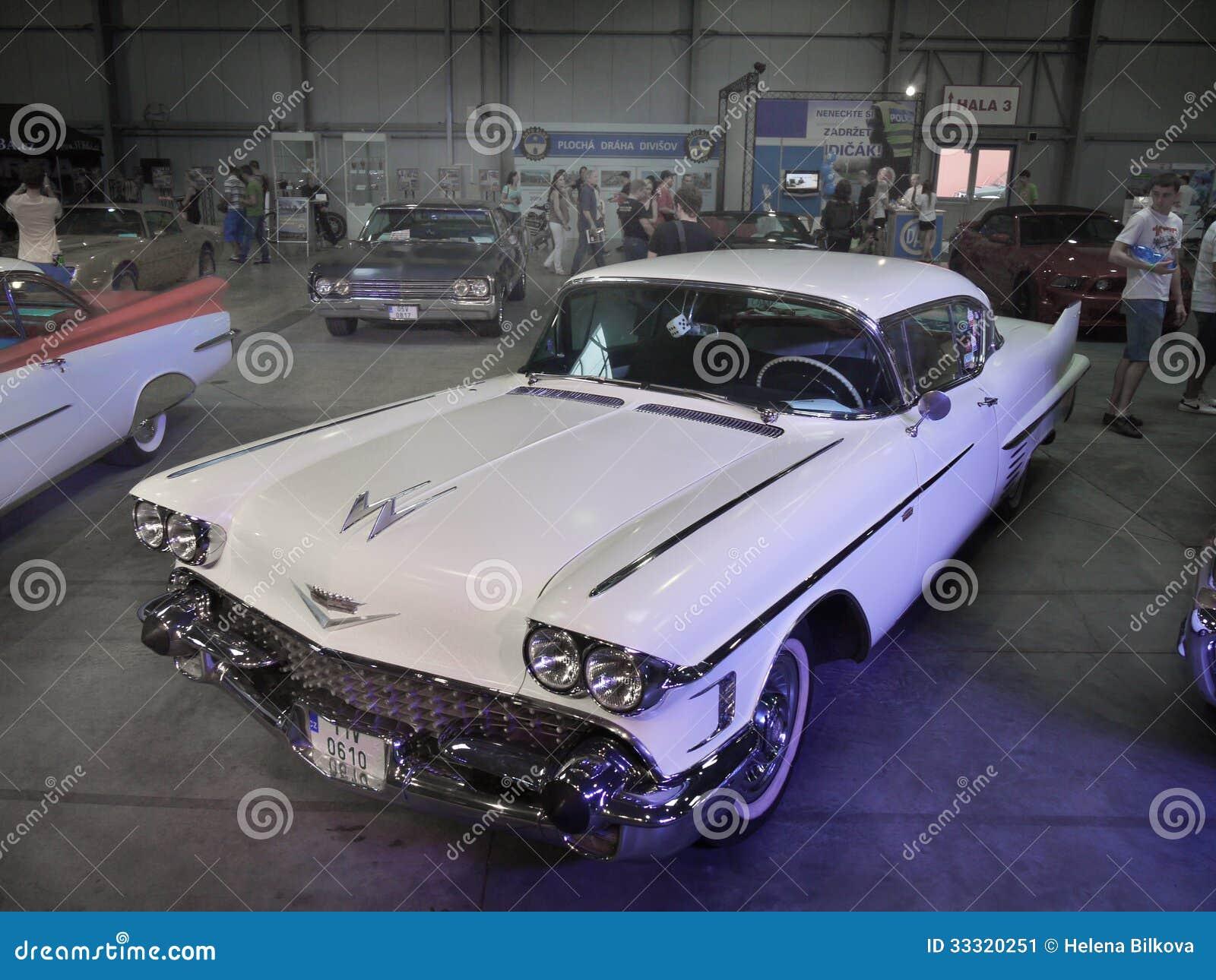 Luxury Vehicle: Car-Show Old Luxury Americas Cadillac Editorial Photo