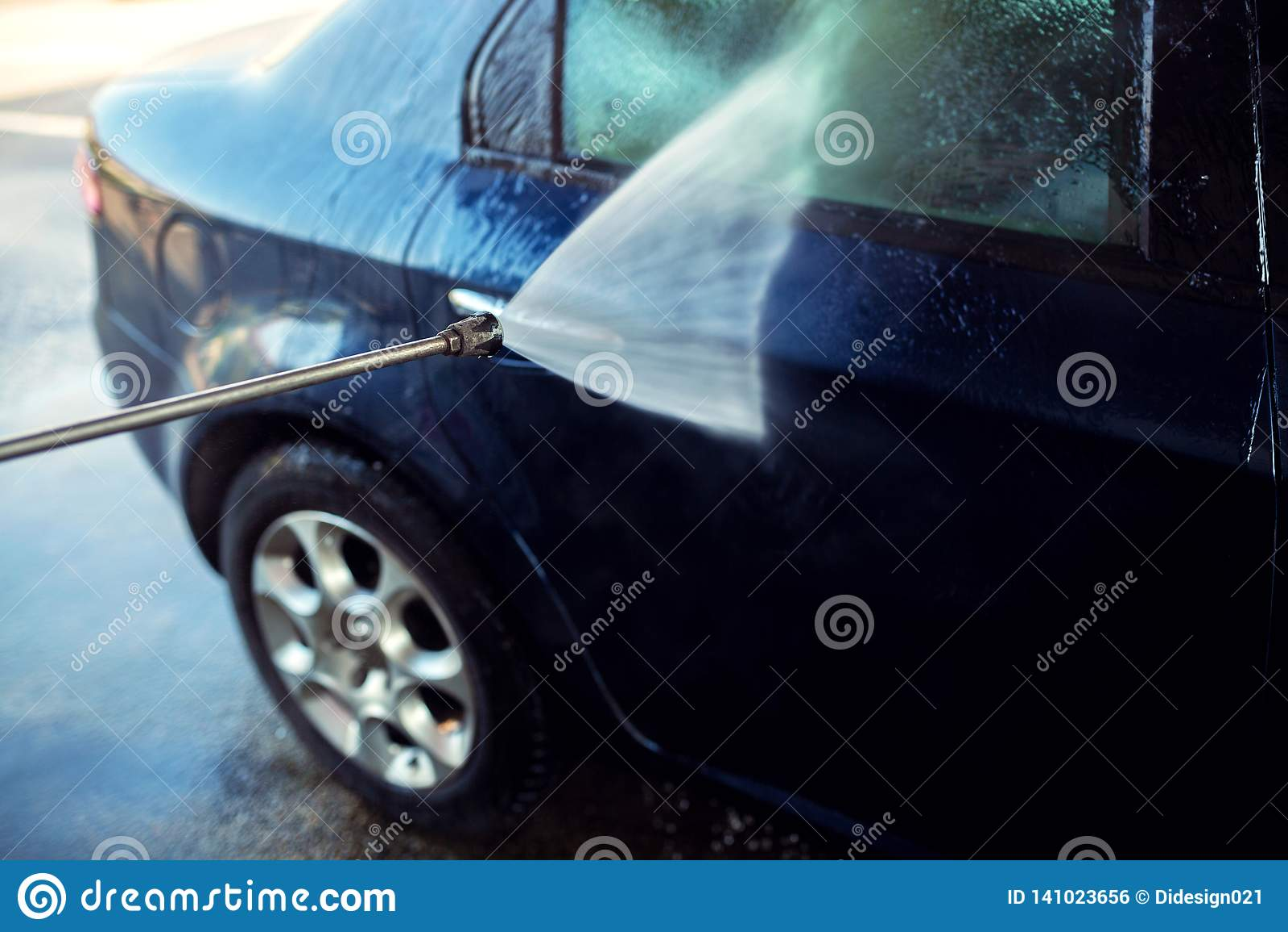 Spray Car Wash >> Car Wash Spray Gun Gets Your Car Clean In No Time Stock