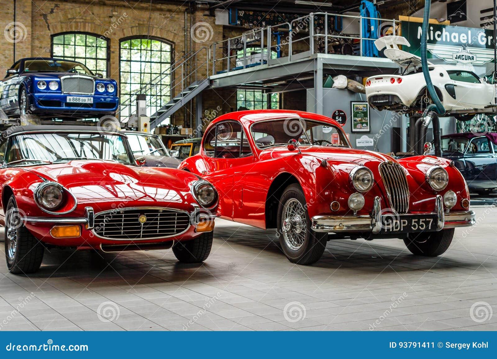 Classic Car Maintenance : Car workshop for repair and maintenance of retro cars