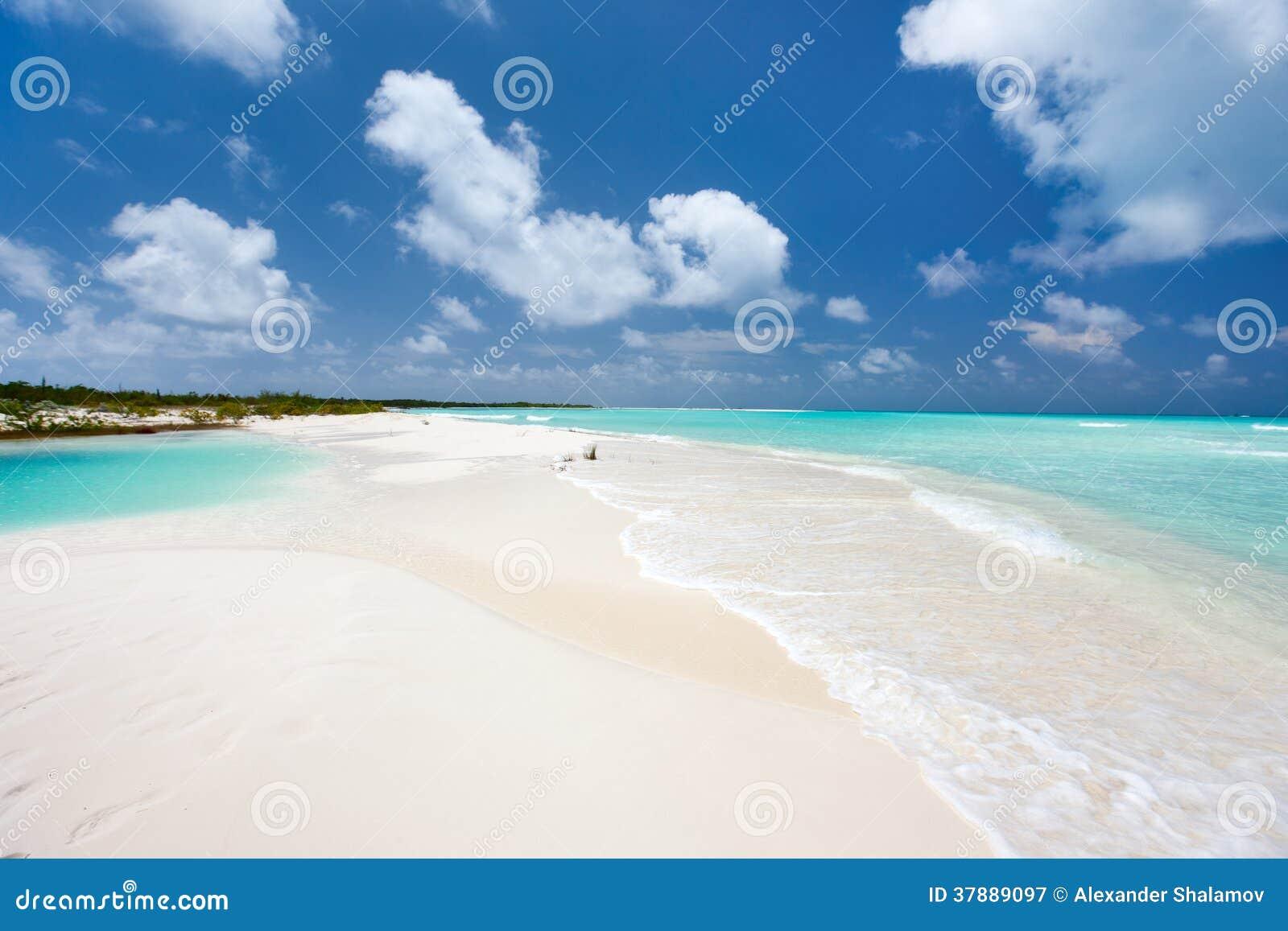 Caraïbische strand en overzees