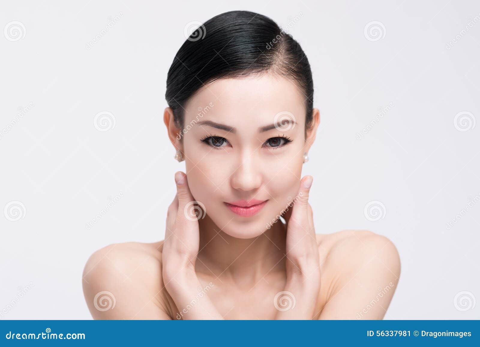 Cara bonita e pele clara