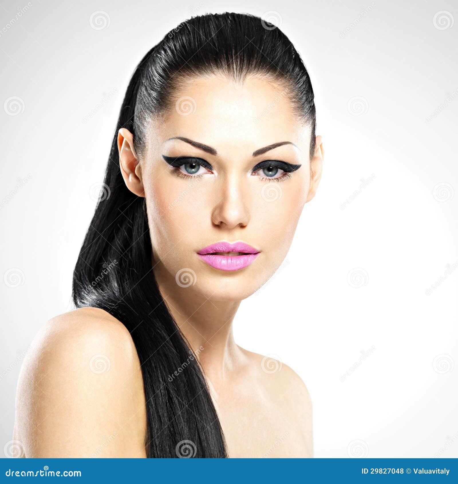 Cara da mulher bonita com composição da forma