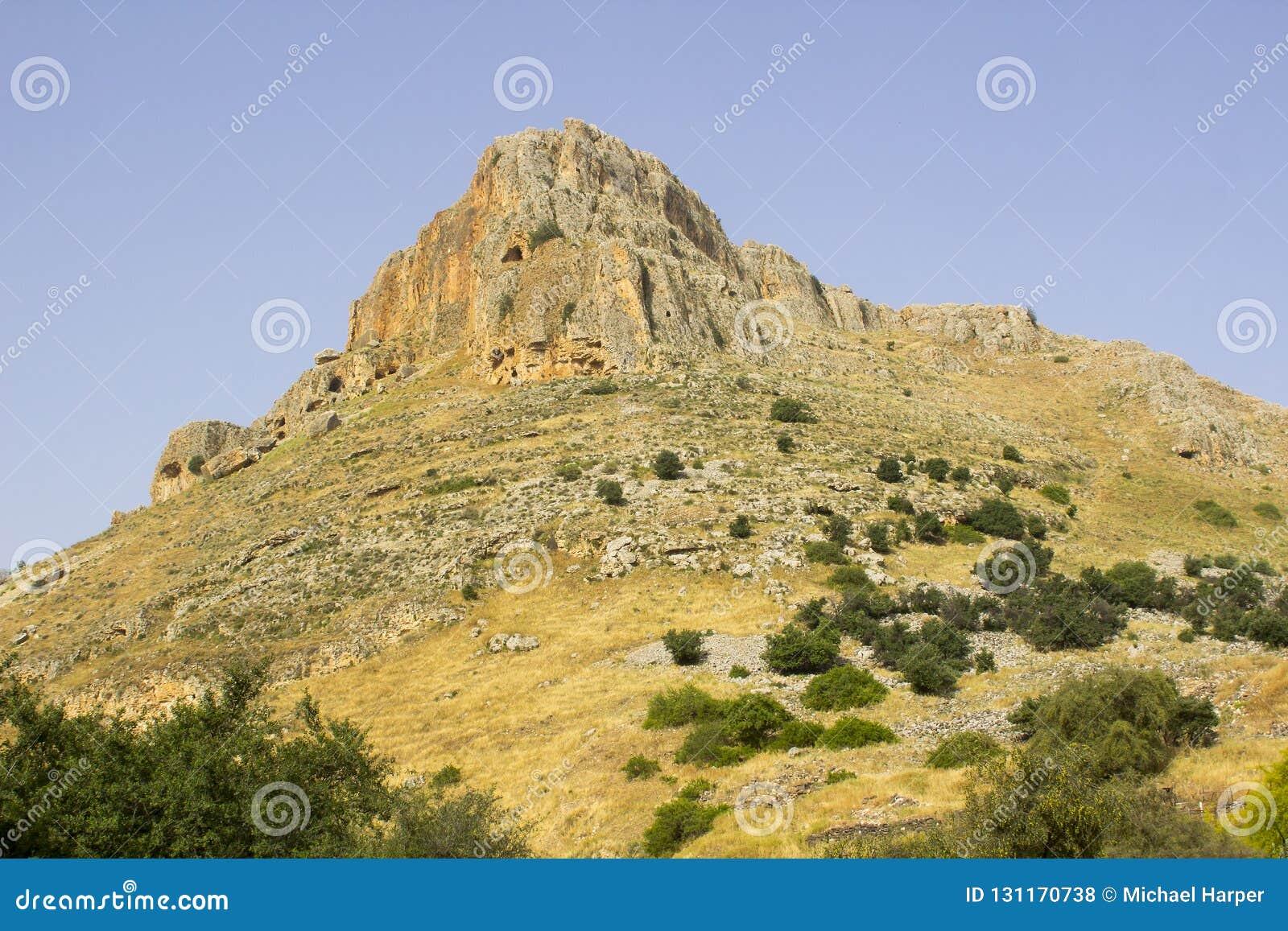 A cara da rocha da montagem Arbel n o vale das pombas em Israel