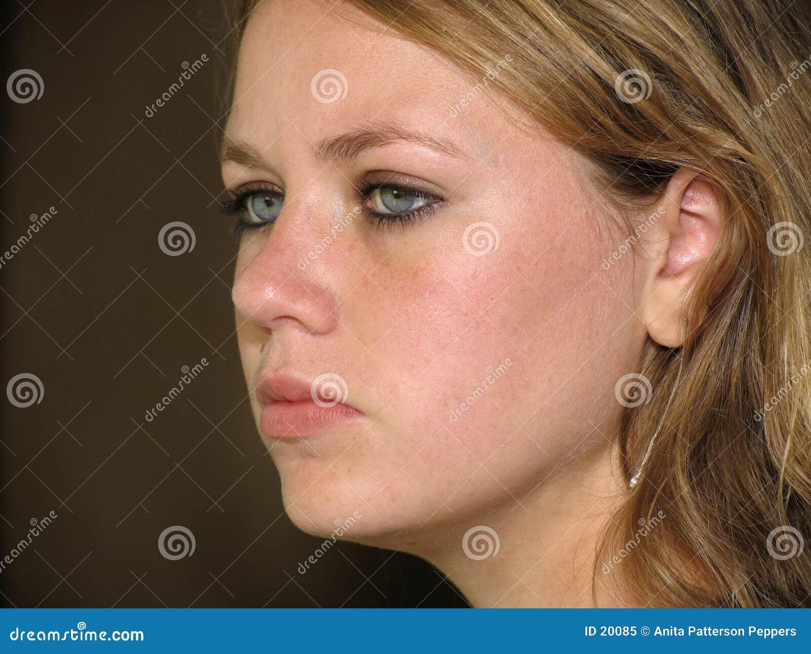 Cara de la muchacha adolescente