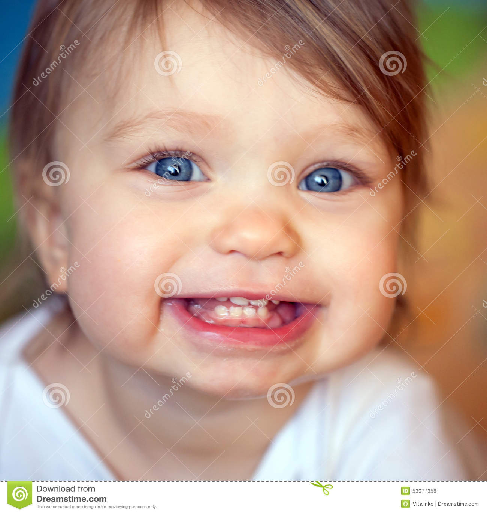 Cara De Olhos Azuis Feliz Do Bebê Foto De Stock Imagem De Miúdo