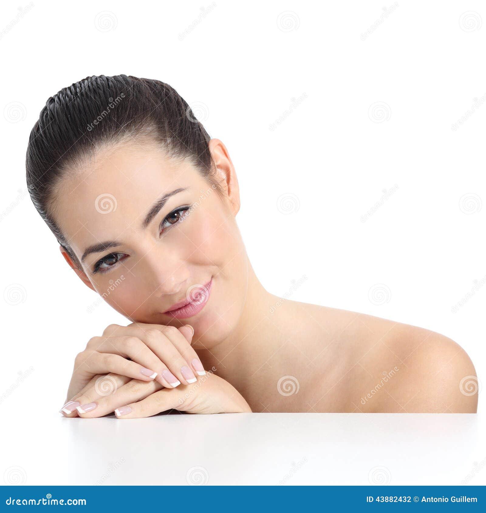 Cara e mãos macias da pele da mulher da beleza com tratamento de mãos francês