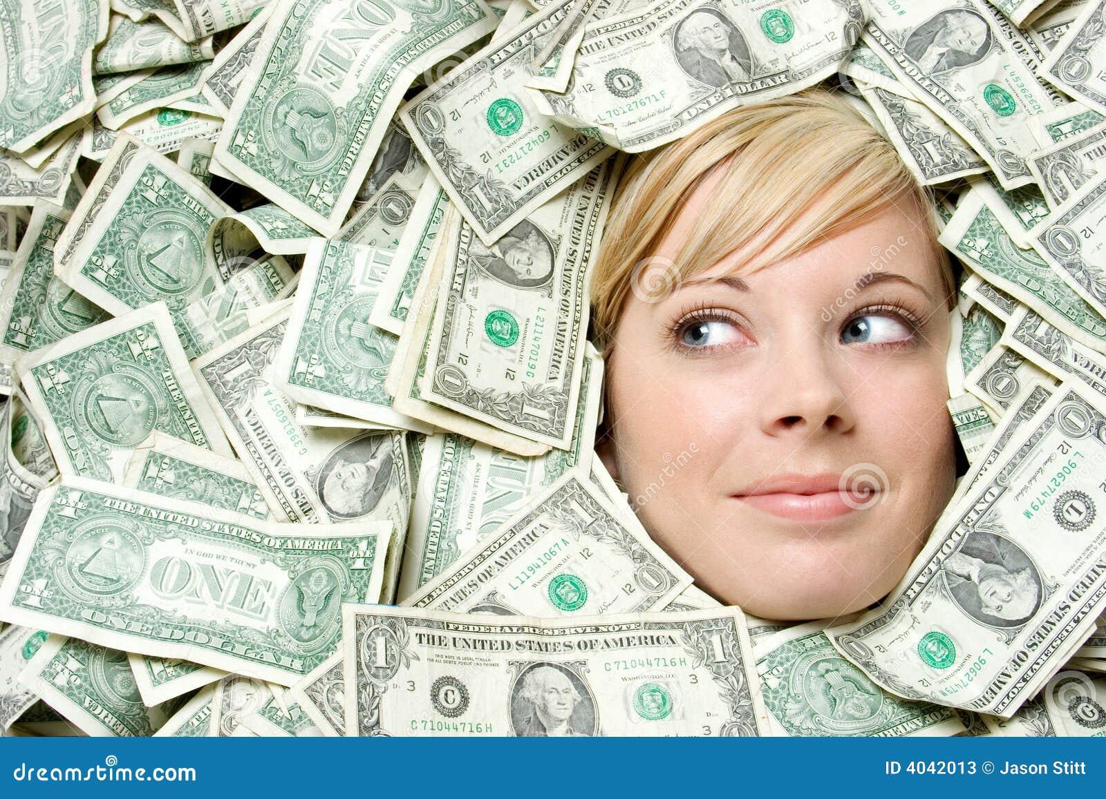 Cara en dinero