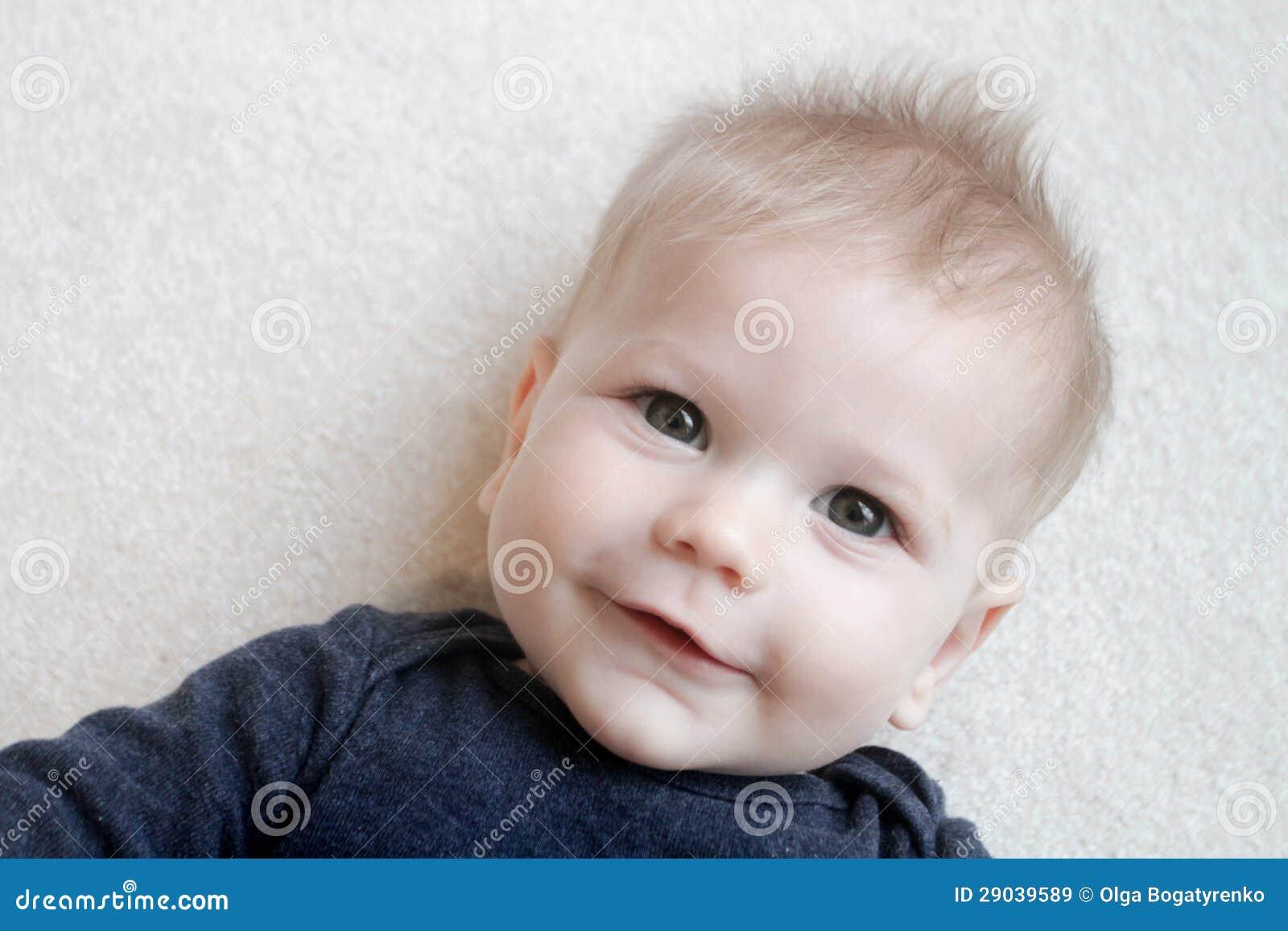 Cara feliz del bebé