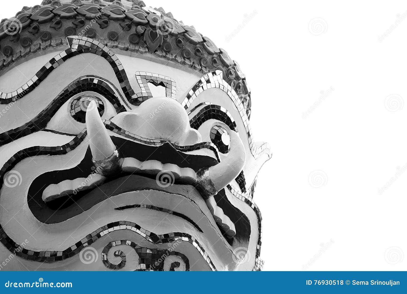 Cara hermosa del primer del gigante en el arun de Wat en Bkk, Tailandia