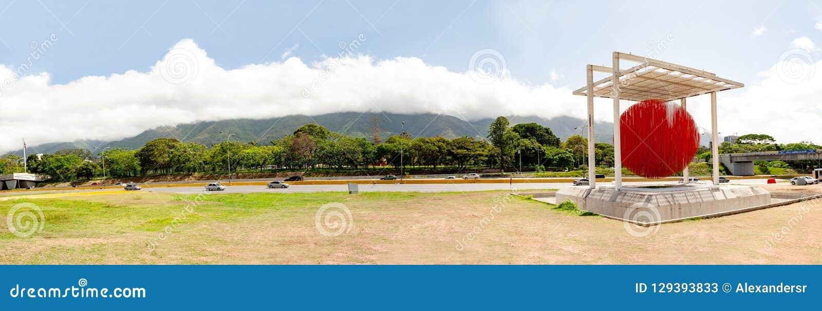 Caracas Miranda State /Venezuela 07/29/2018 di editoriale di Jesus Soto della scultura di Caracas della sfera