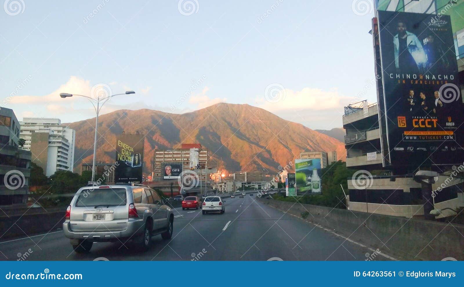 Caracas Stadt Mit Blick Auf Die Berge Redaktionelles Foto Bild Von