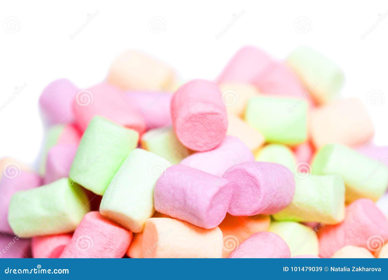 Caramella gommosa e molle bianca e rosa sopra isolato su fondo bianco hug