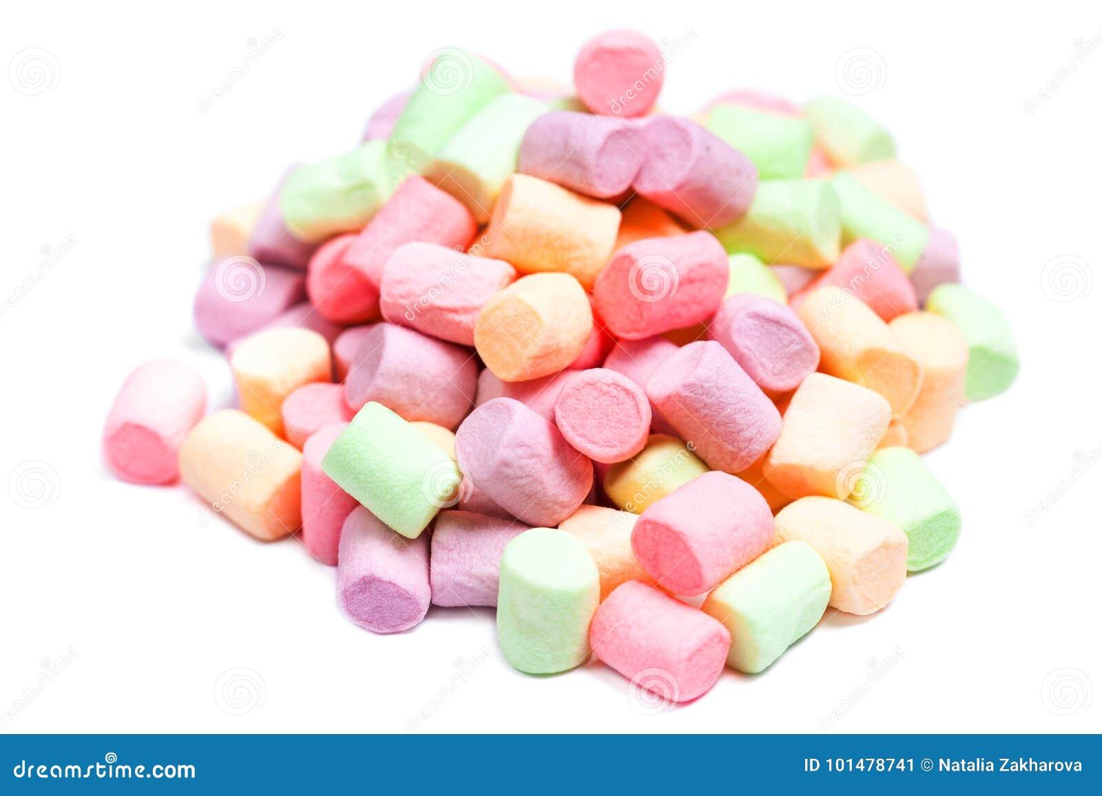 Caramella gommosa e molle bianca e rosa sopra su fondo bianco hug