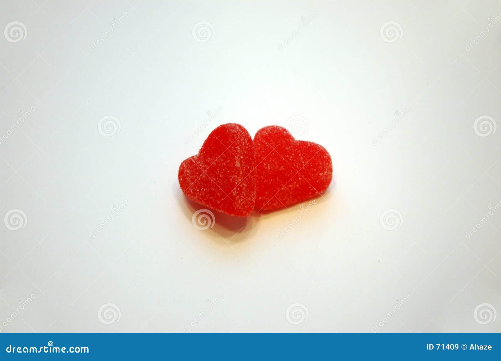 Caramelo del día de tarjeta del día de San Valentín de los corazones junto