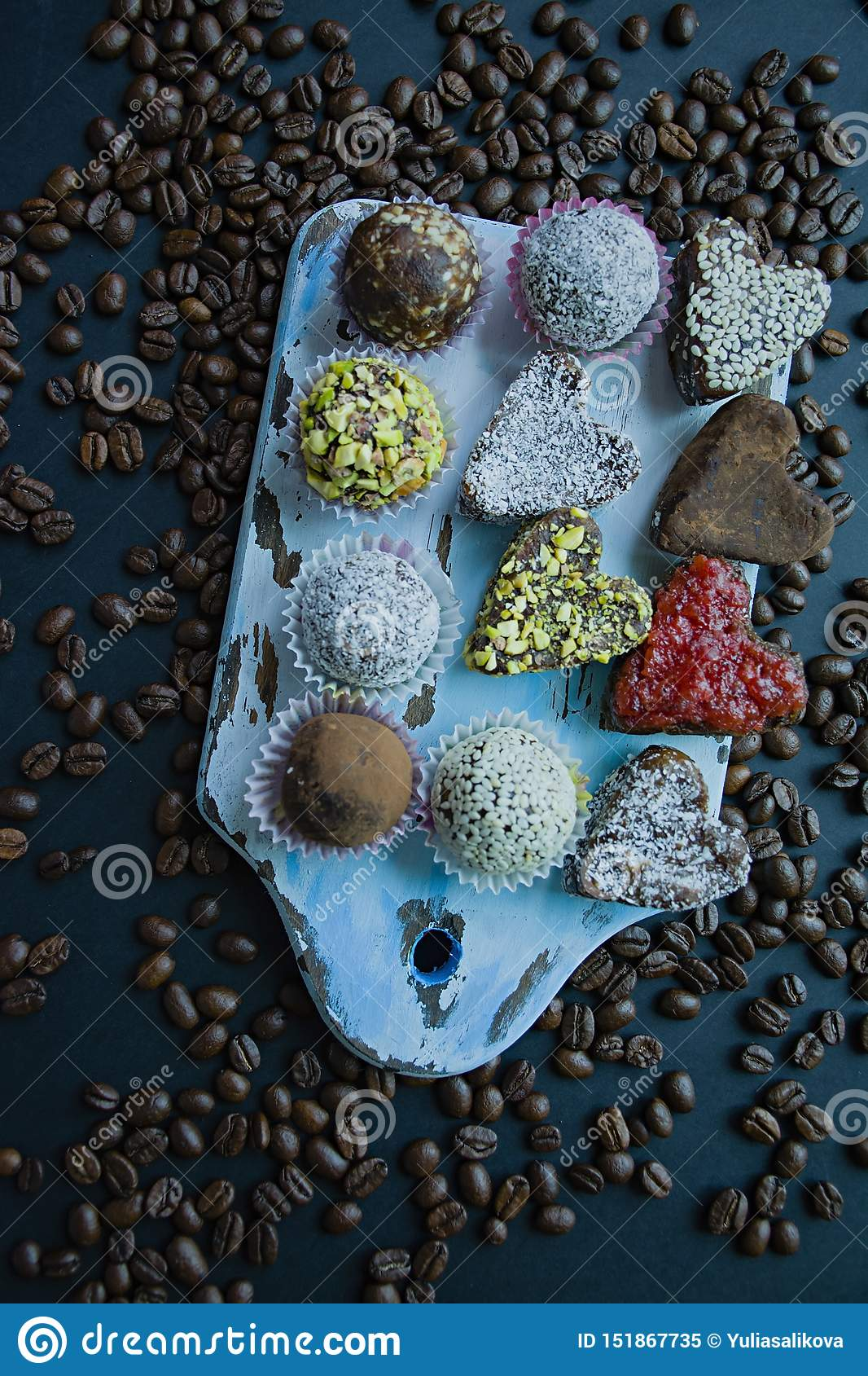 Caramelo hecho a mano Dulces sin el az?car de las frutas y de las nueces secadas Nutrici?n apropiada Un surtido de nueces Visi?n