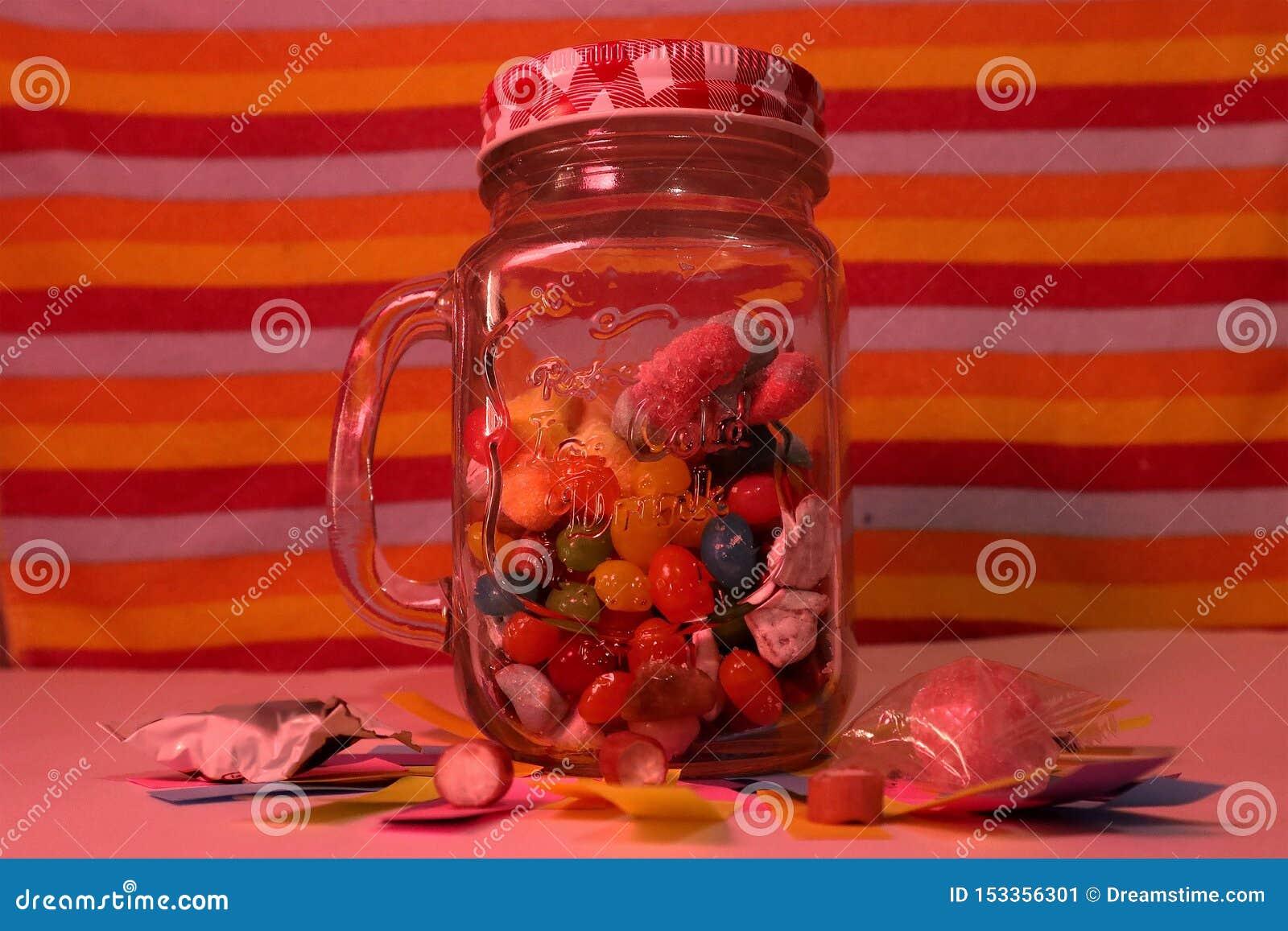 Caramelos en un tarro de alba?il