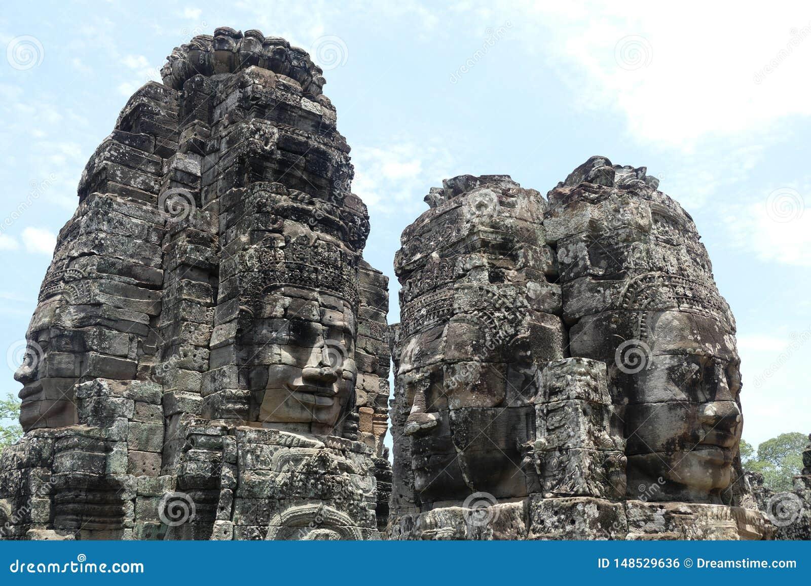 Caras da rocha no templo de Bayon, Angkor, Camboja