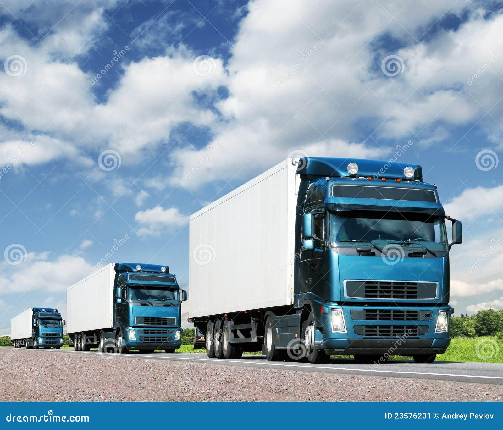 Caravan van vrachtwagens, het concept van het ladingsvervoer