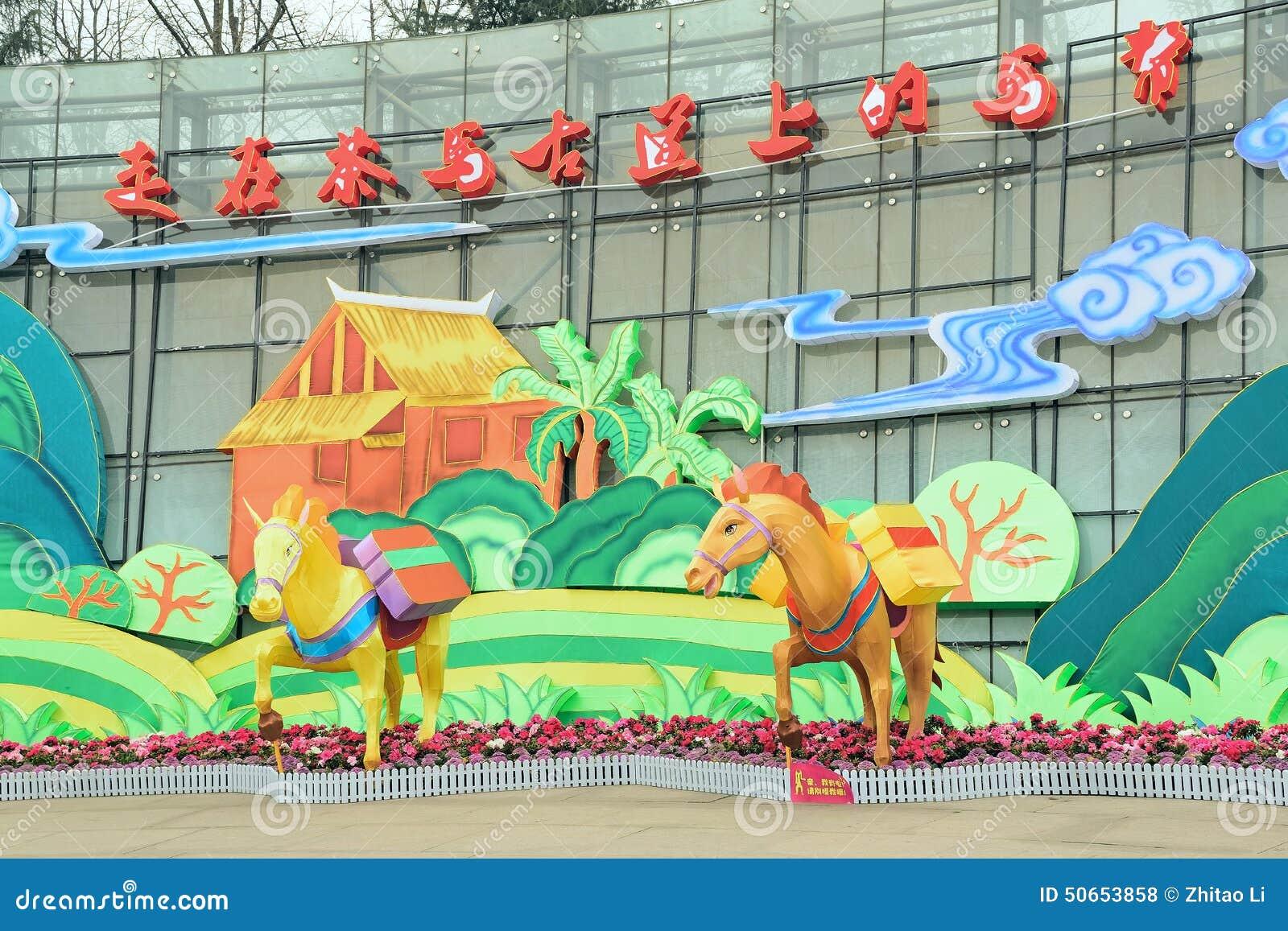 Caravana de Chengdu China- que anda na estrada antiga do cavalo do chá
