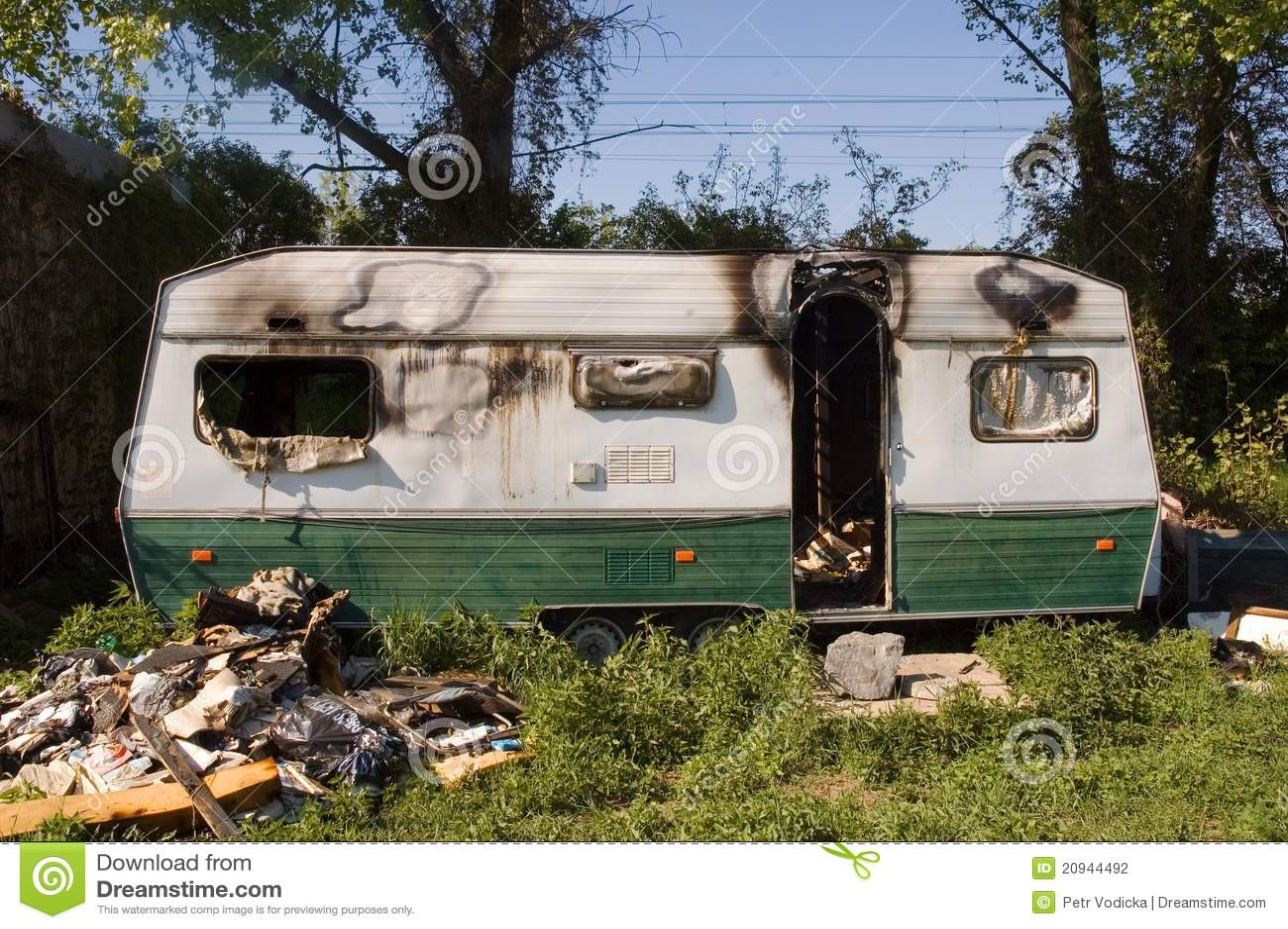 Resultado de imagen de caravana quemada
