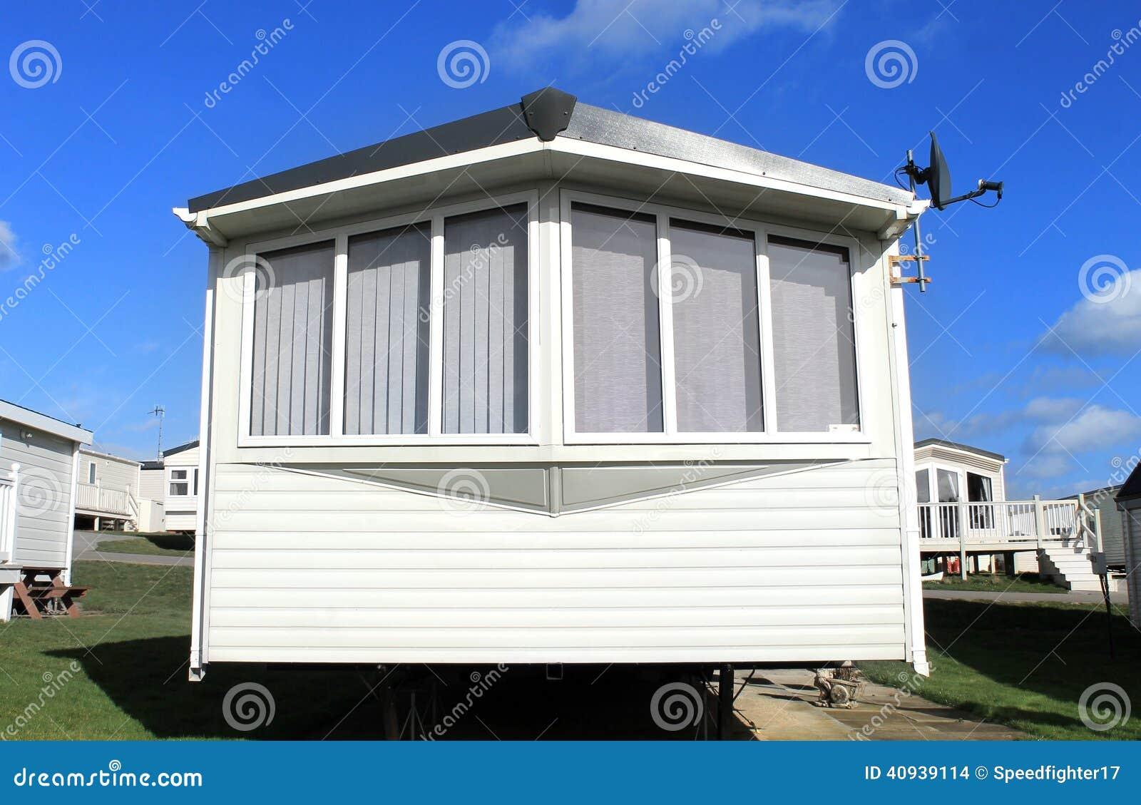 caravane avec une antenne parabolique photo stock image 40939114. Black Bedroom Furniture Sets. Home Design Ideas