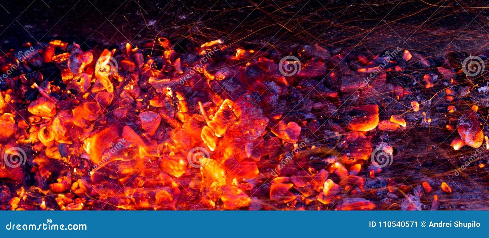 Carbone bruciante come fondo