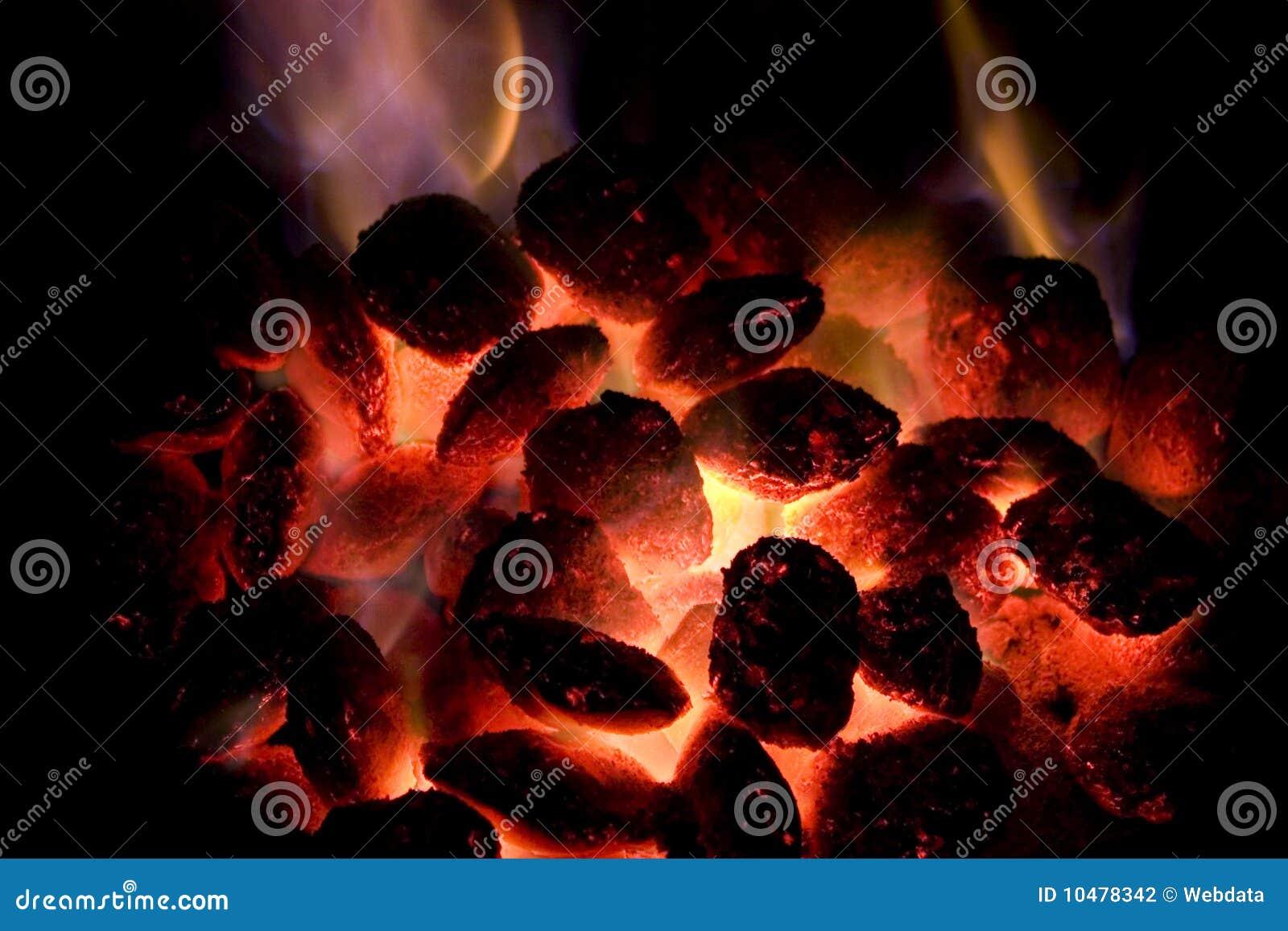 Carbone di legna caldo