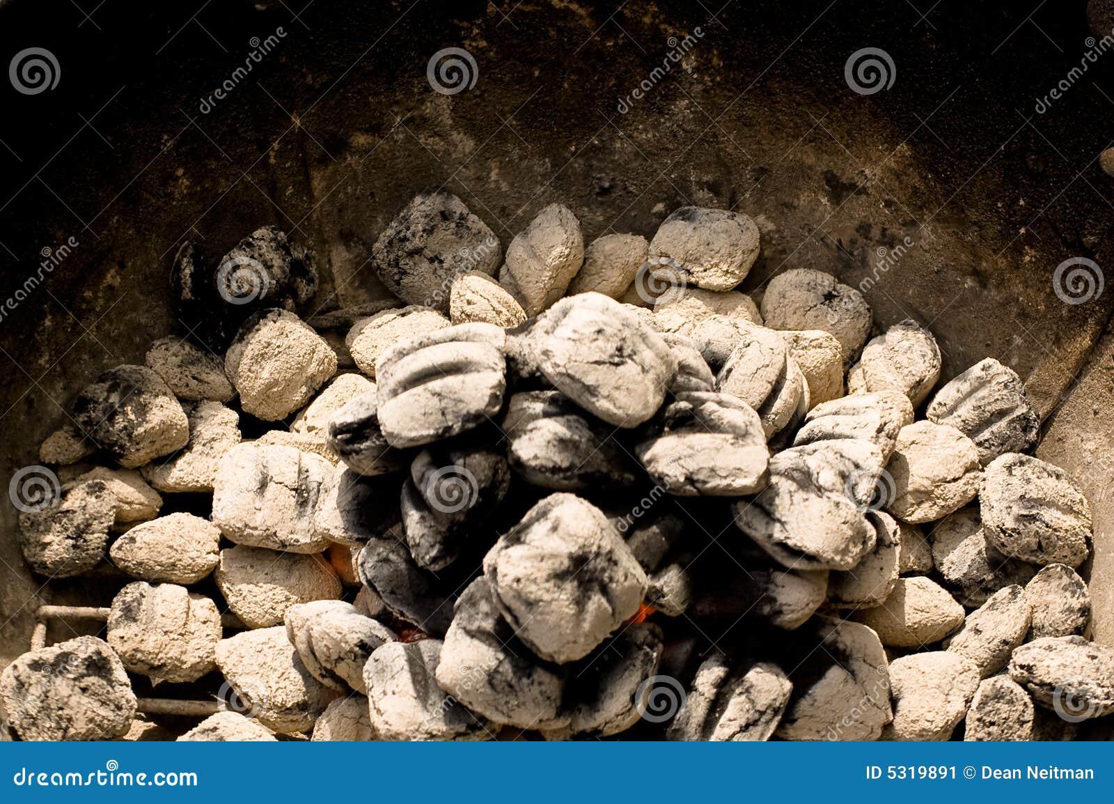 Download Carbone di legna d'ardore immagine stock. Immagine di fiamma - 5319891