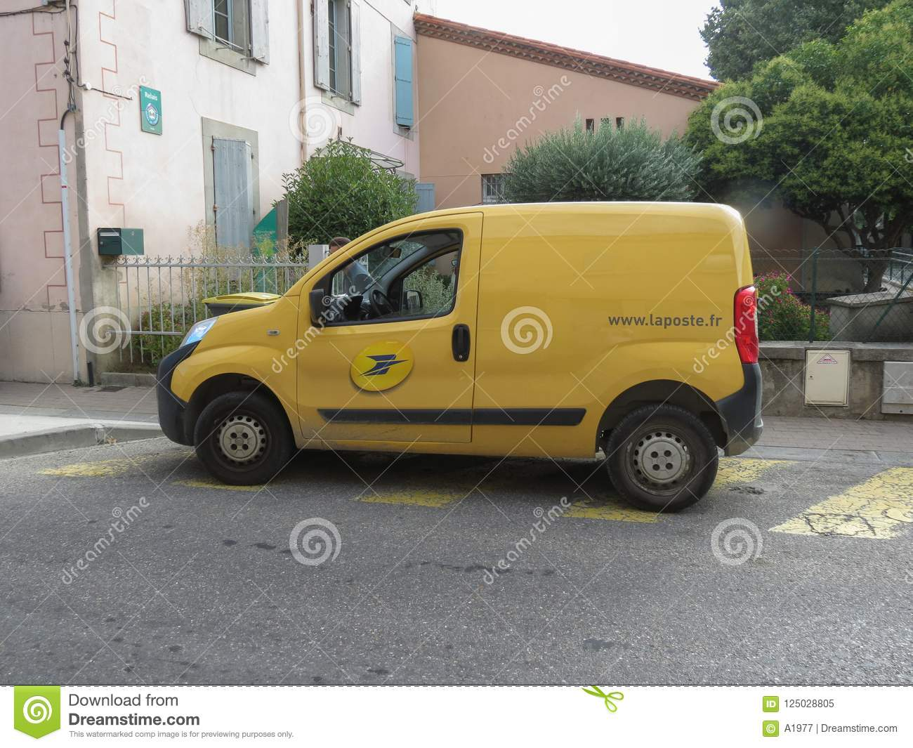 7aa758b392 La Poste National Mail Service Yellow Van Editorial Image - Image of ...