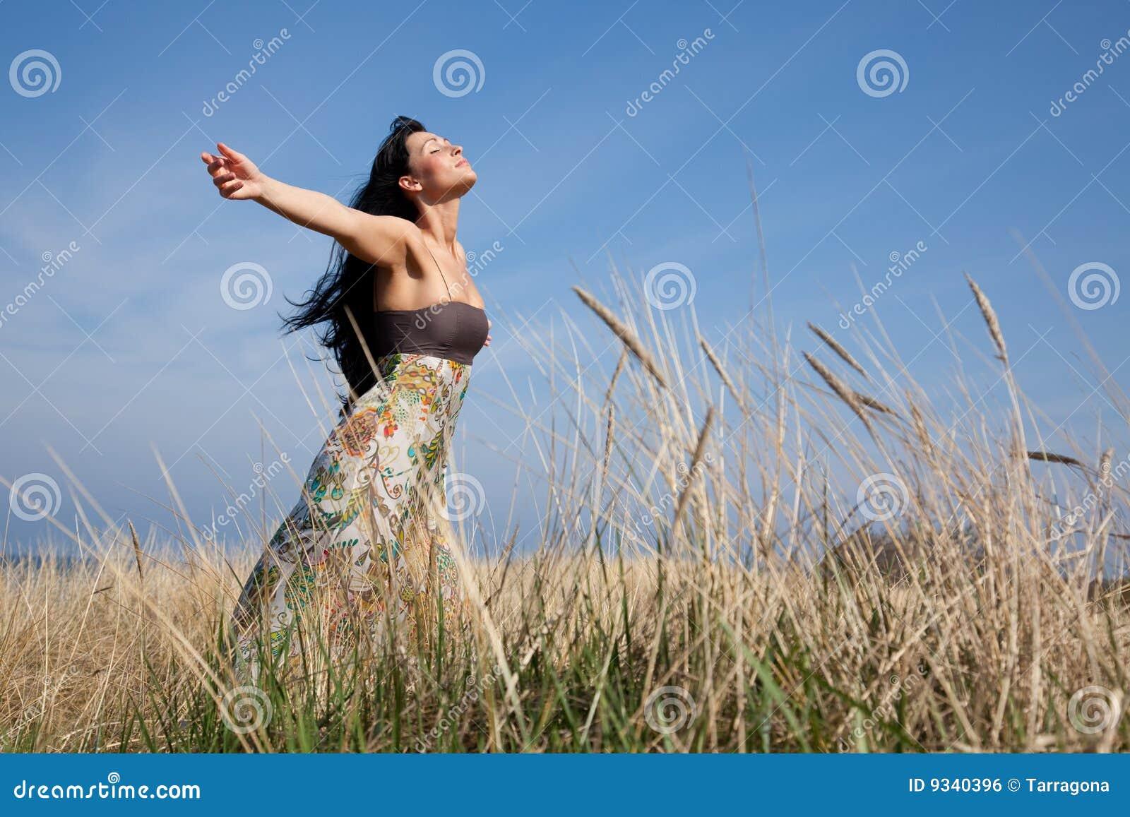 Carefree fältkvinna