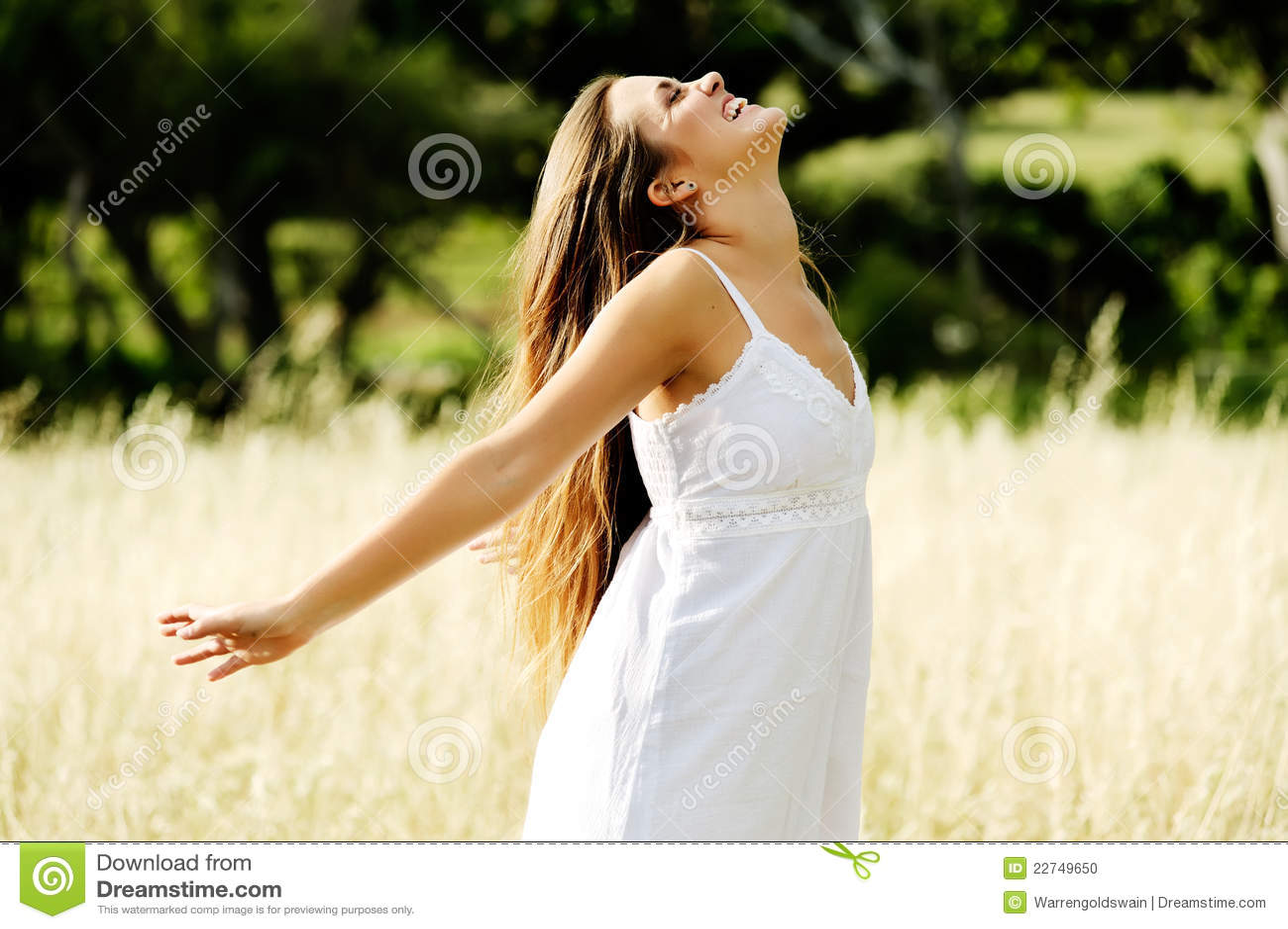 Carefree lycklig kvinna