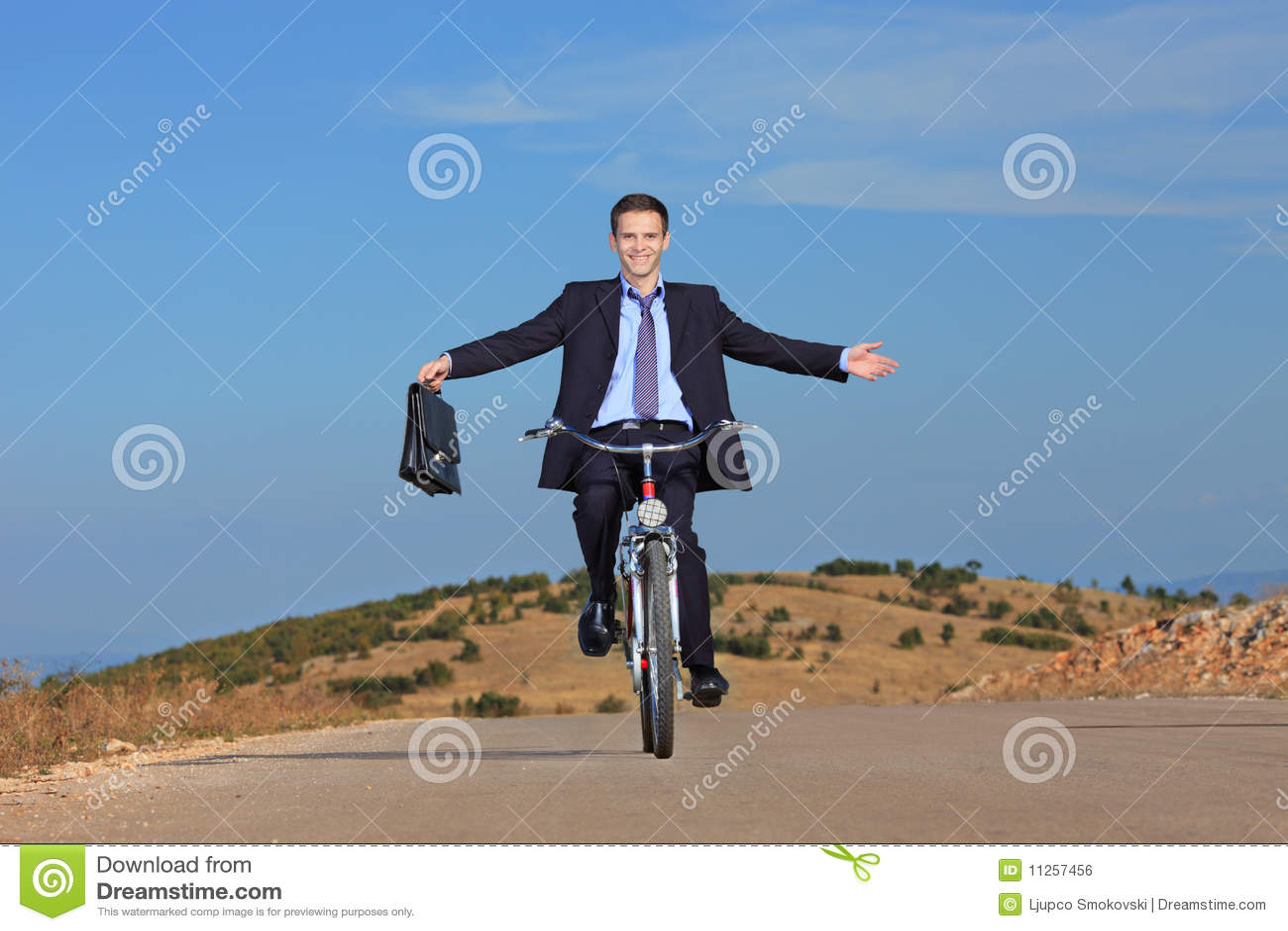Carefree ridning för cykelaffärsman