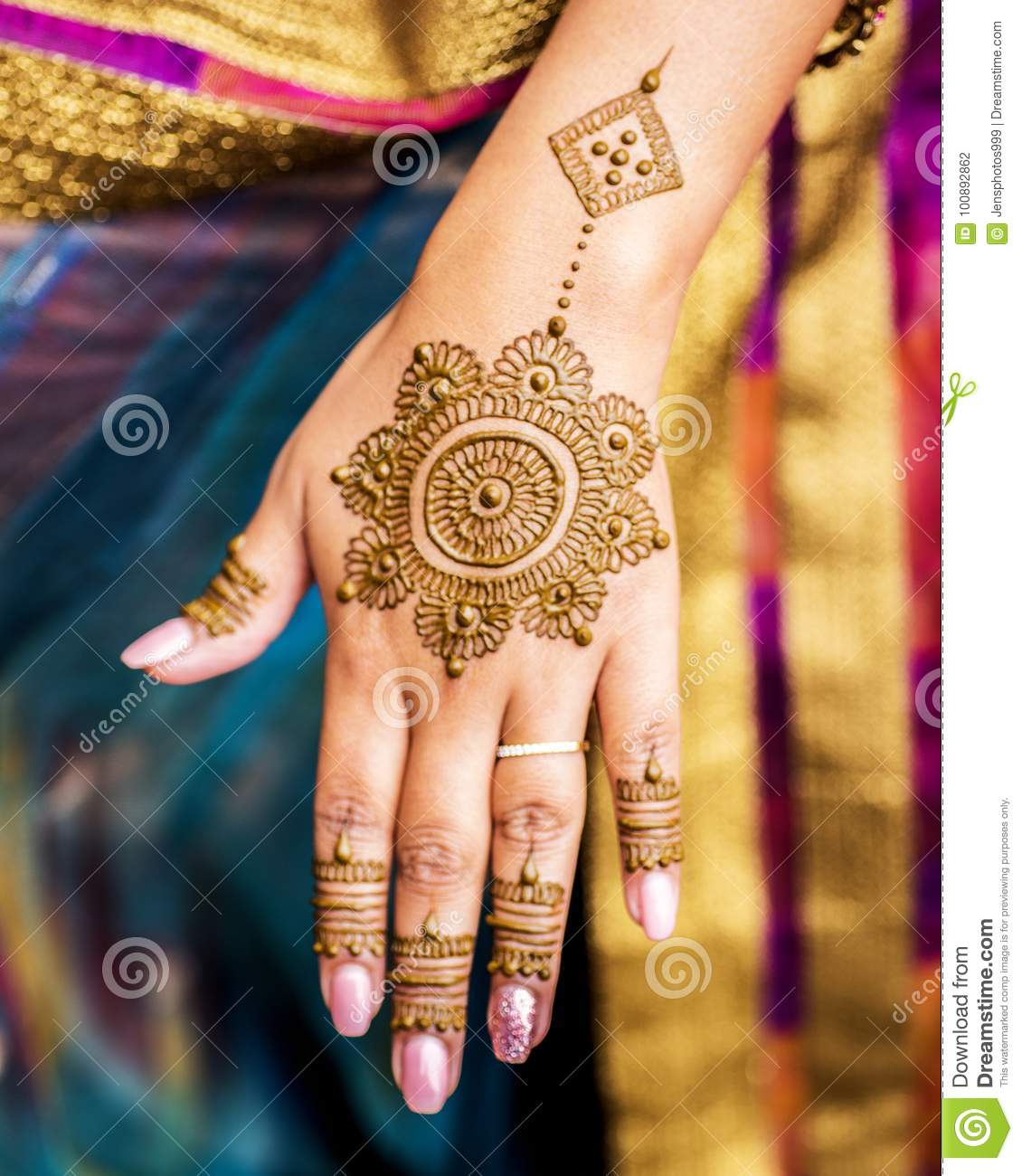 Completed Mehndi Design Displayed On Hand And Fingers Of