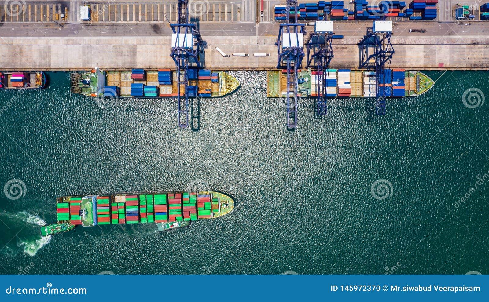 Carga do navio de recipiente e descarregamento no porto mar?timo profundo, ideia superior a?rea do neg?cio log?stico do transport