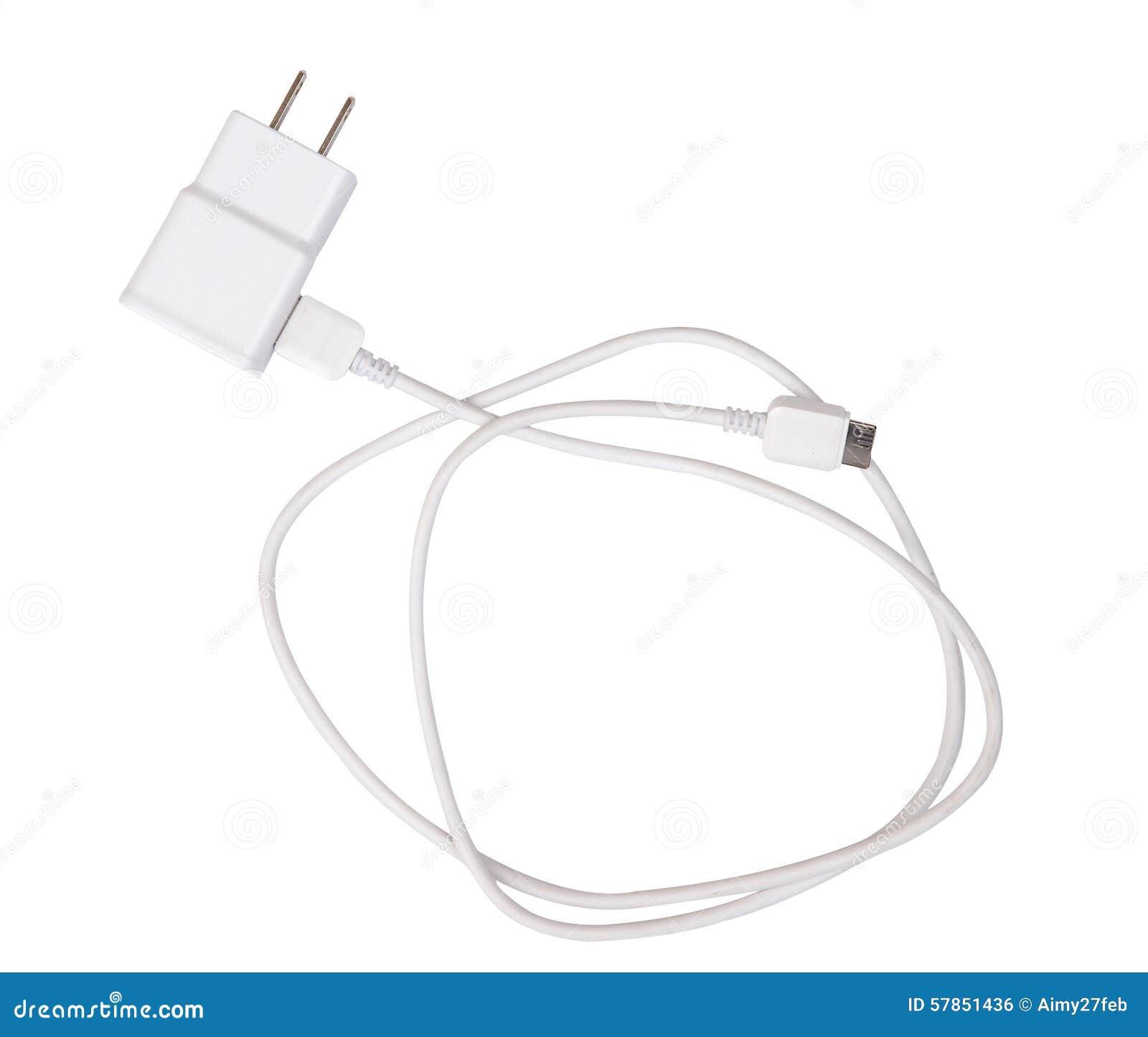 Cargador del adaptador con el aislante del cable del usb en el blanco (trayectoria de recortes)