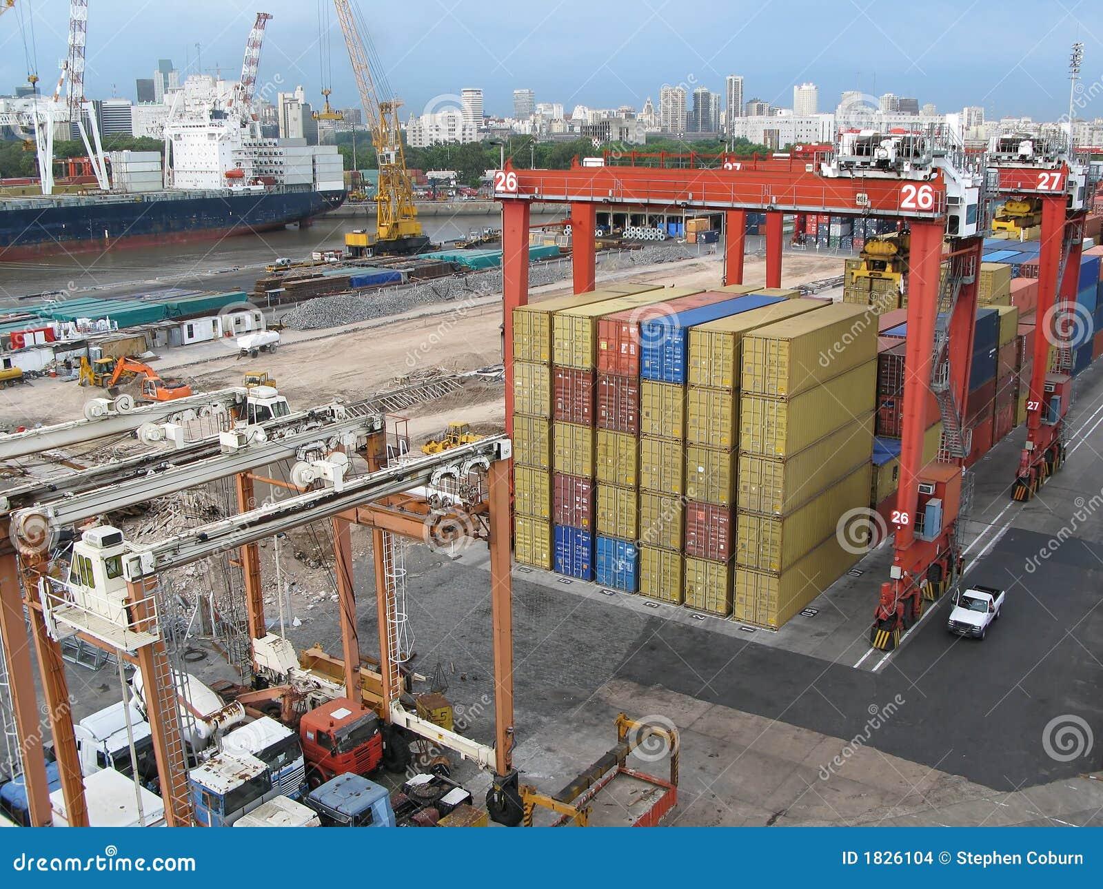 Cargo en el puerto de envío