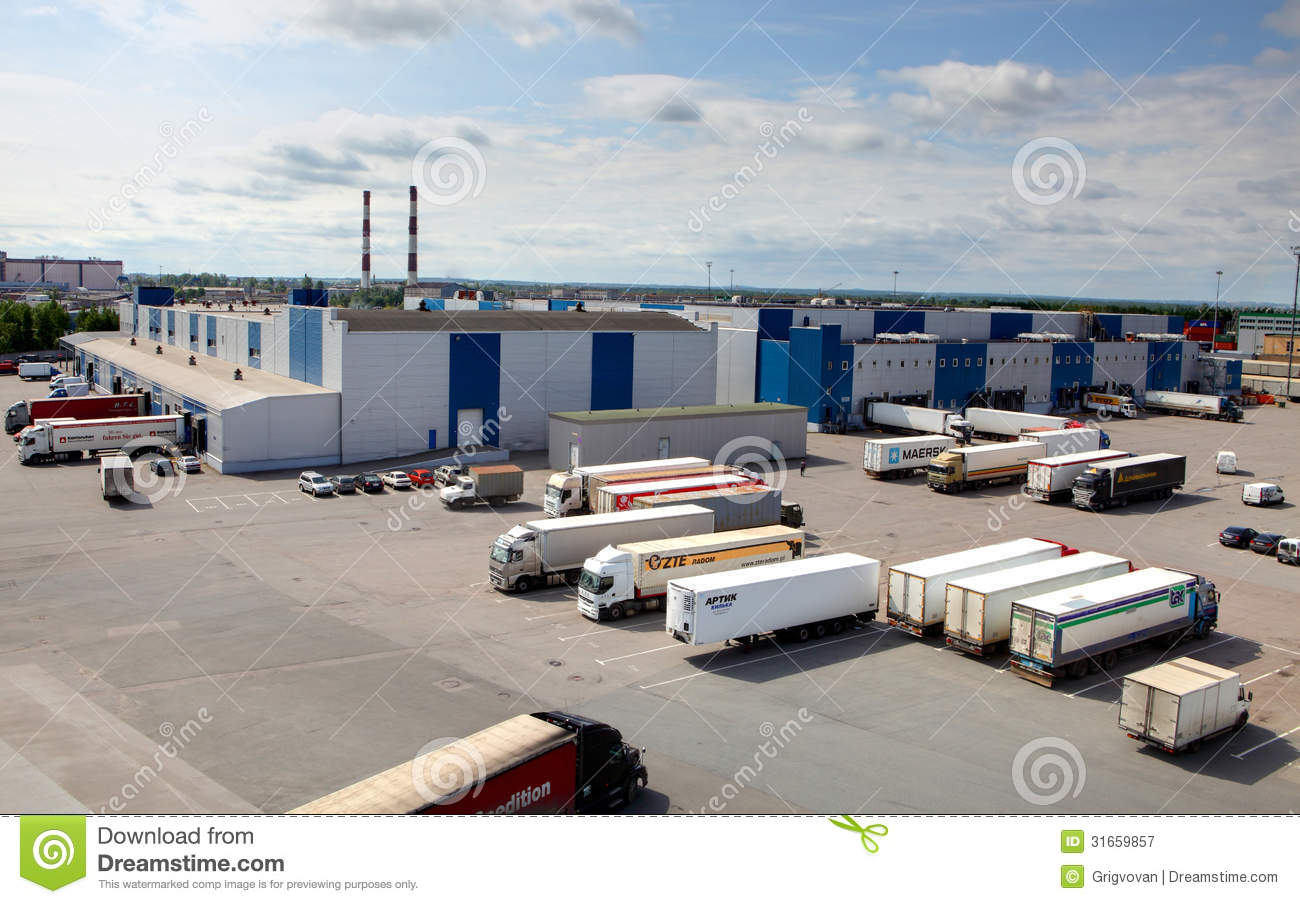 Cargo terminal in a large warehouse complex trucks unload for Parking de coches