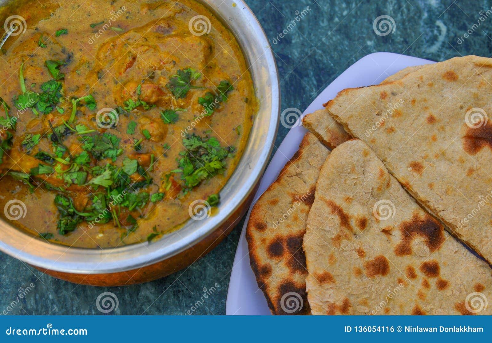 Cari indien avec du pain de Roti