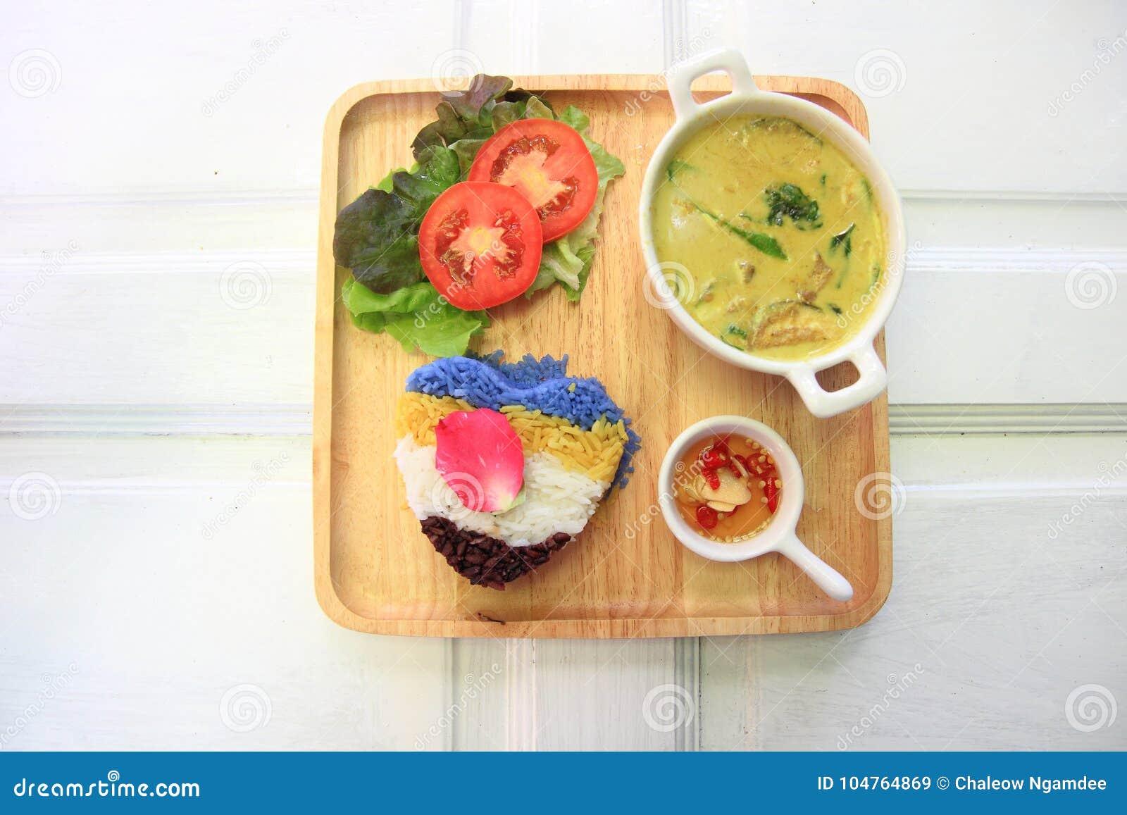 Cari thaïlandais de vert de poulet avec du riz