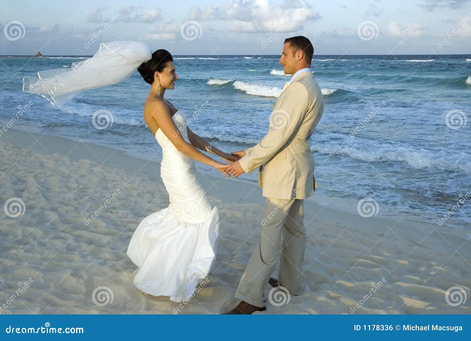 Caribbean Beach Wedding - Cele