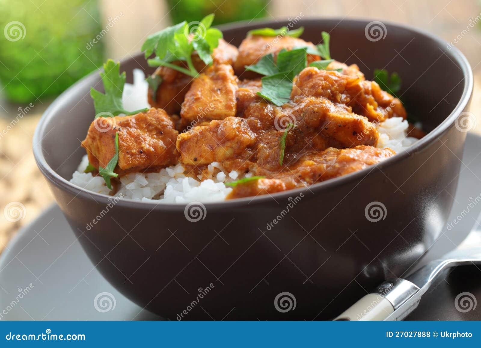 Caril da galinha com arroz