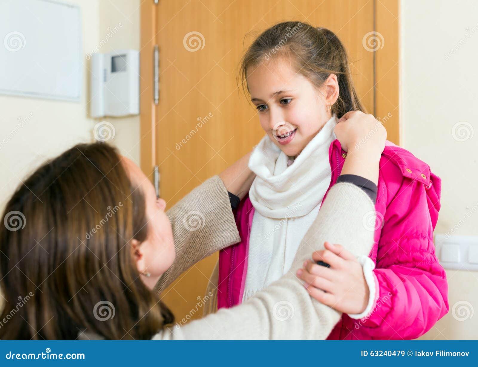 Mom helps daughter green