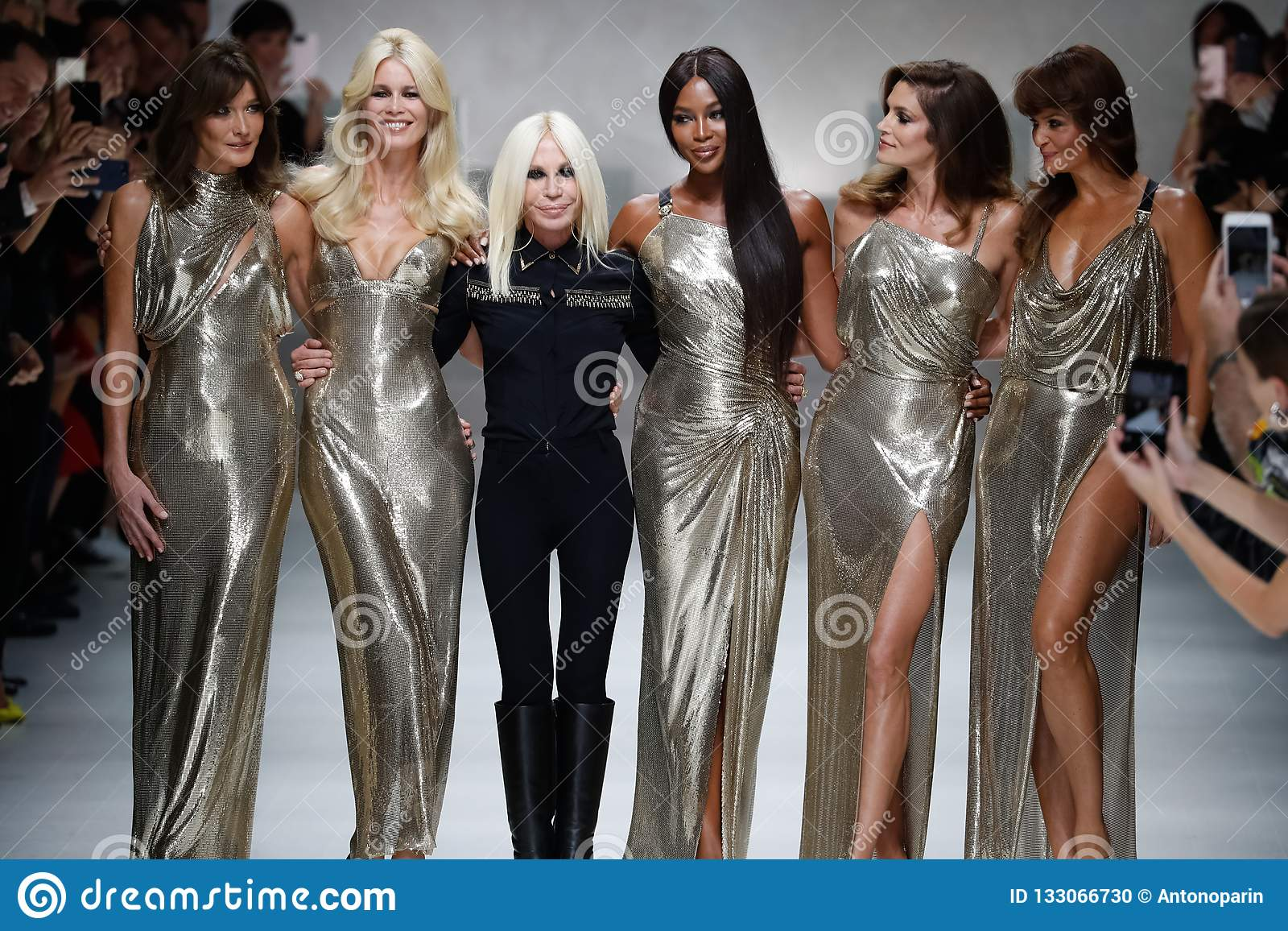 Carla Bruni Claudia Schiffer Naomi Campbell Cindy Crawford Helena Christensen And Donatella Versace Walk The Runway Editorial Image Image Of Cindy Gown 133066730