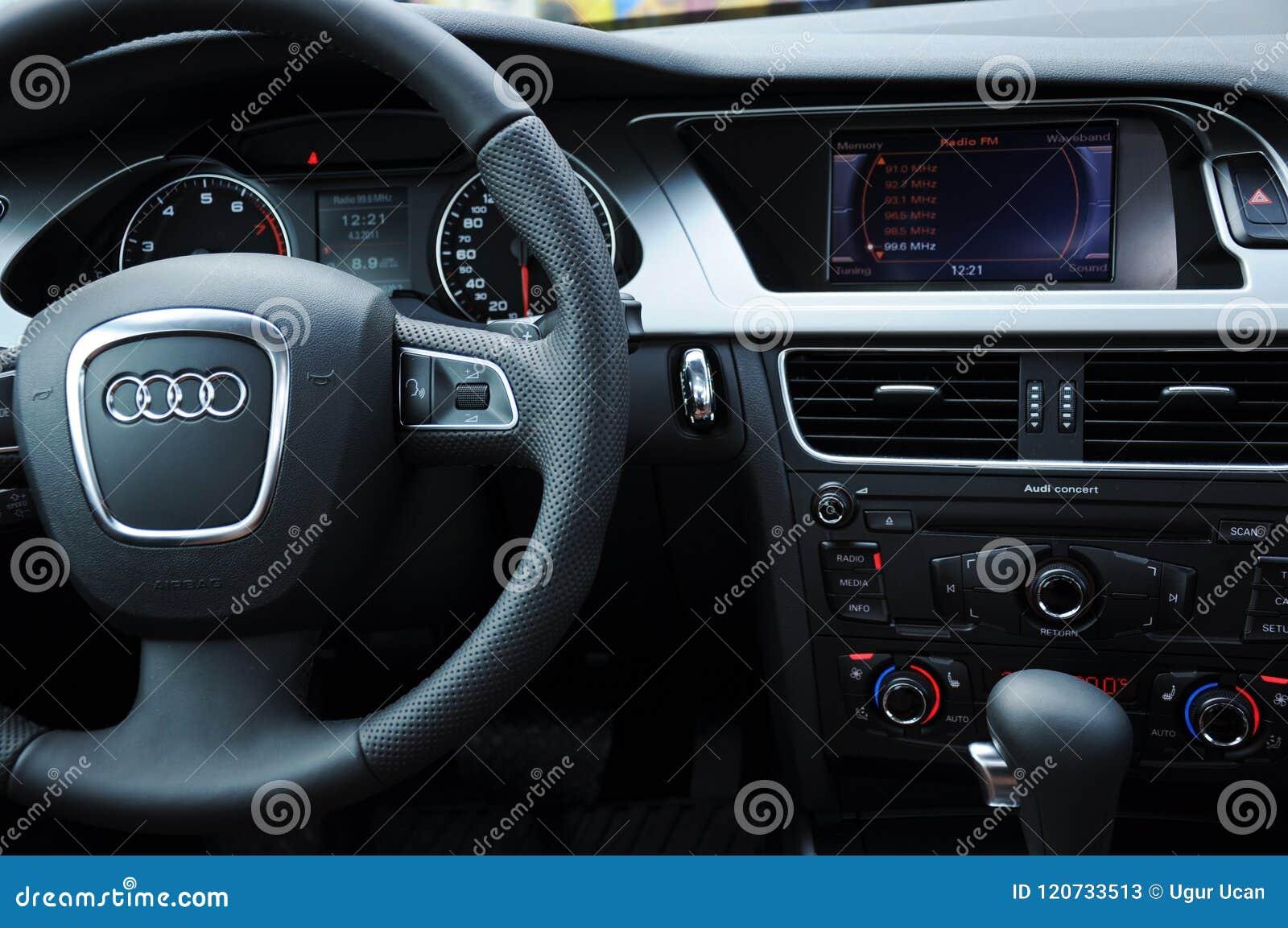 Carlinga de Audi a4 y volante