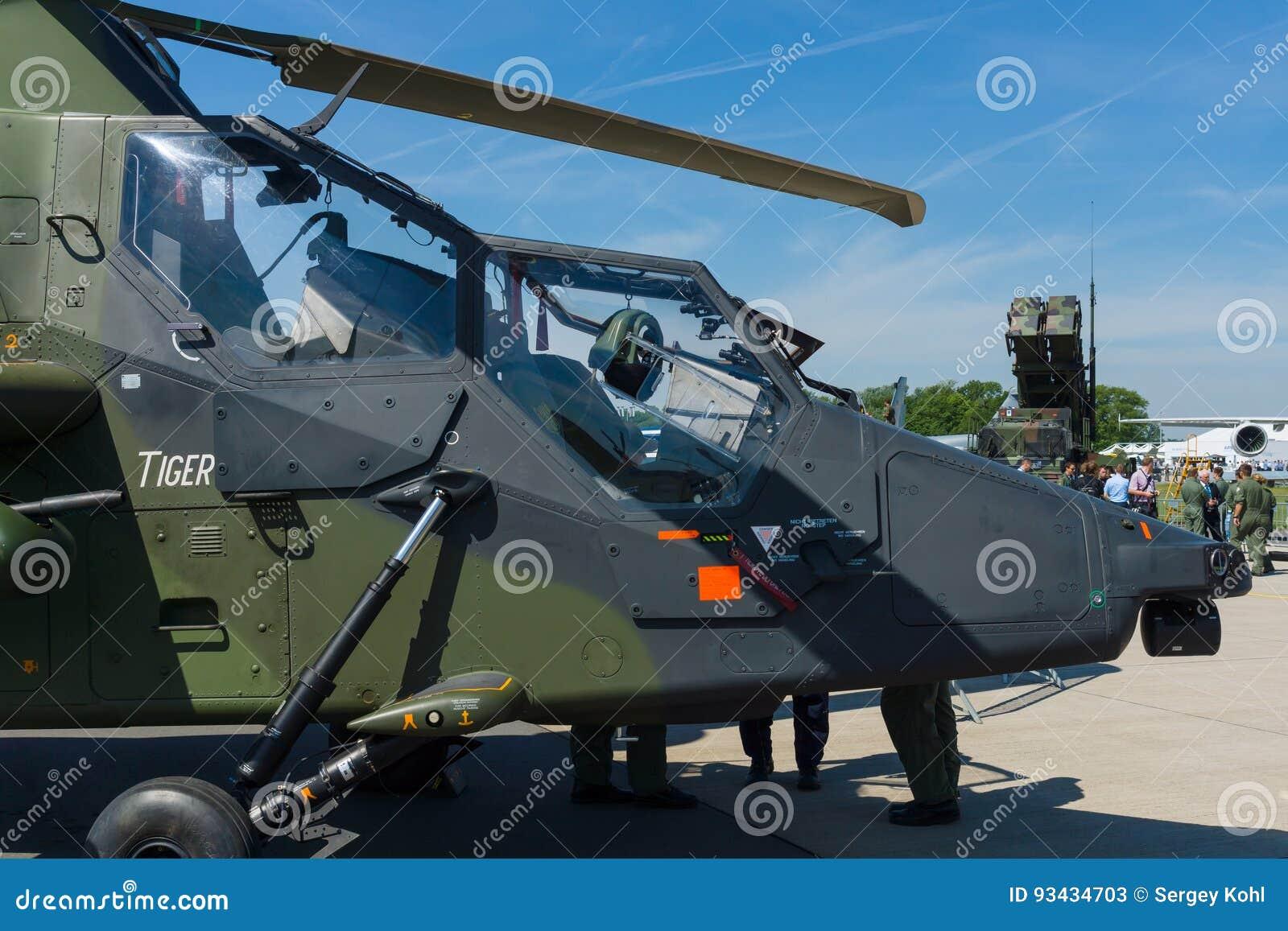 Carlinga un tigre de cuatro palas, bimotor de Eurocopter del helicóptero de ataque