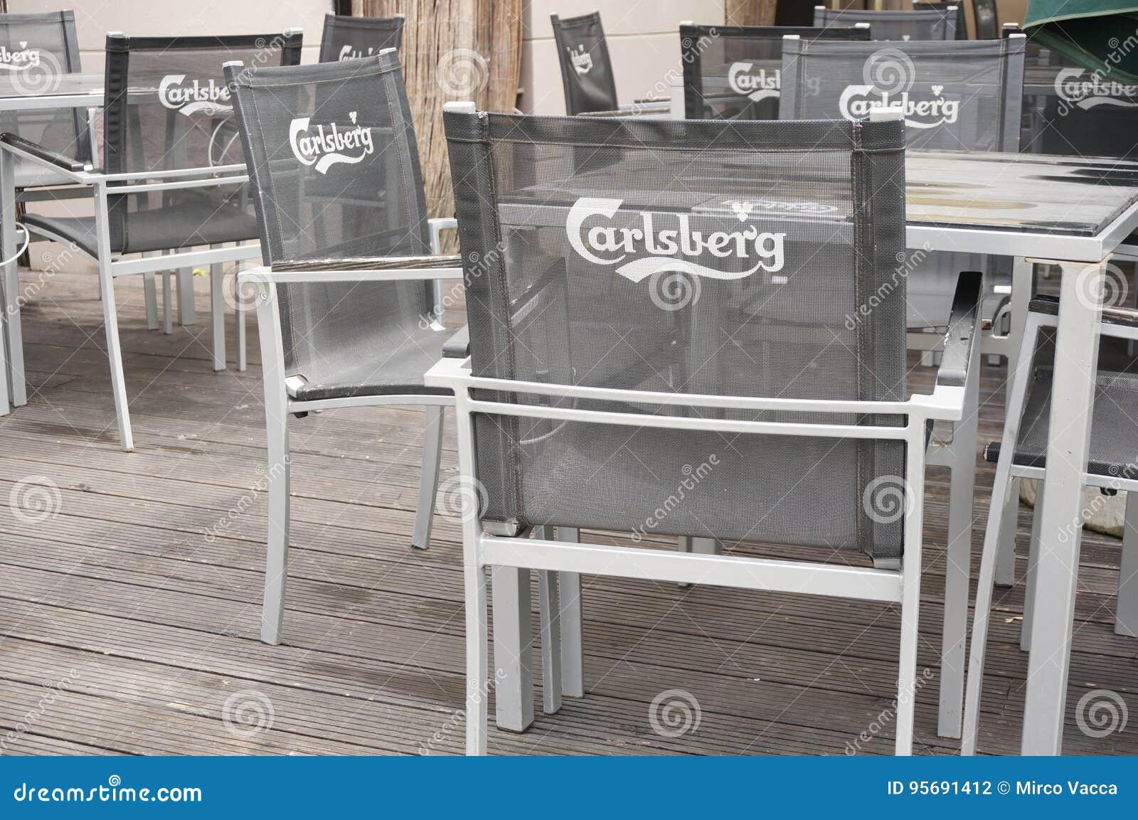 Fußboden Aus Polen ~ Carlsberg stühle redaktionelles stockfotografie. bild von fußboden