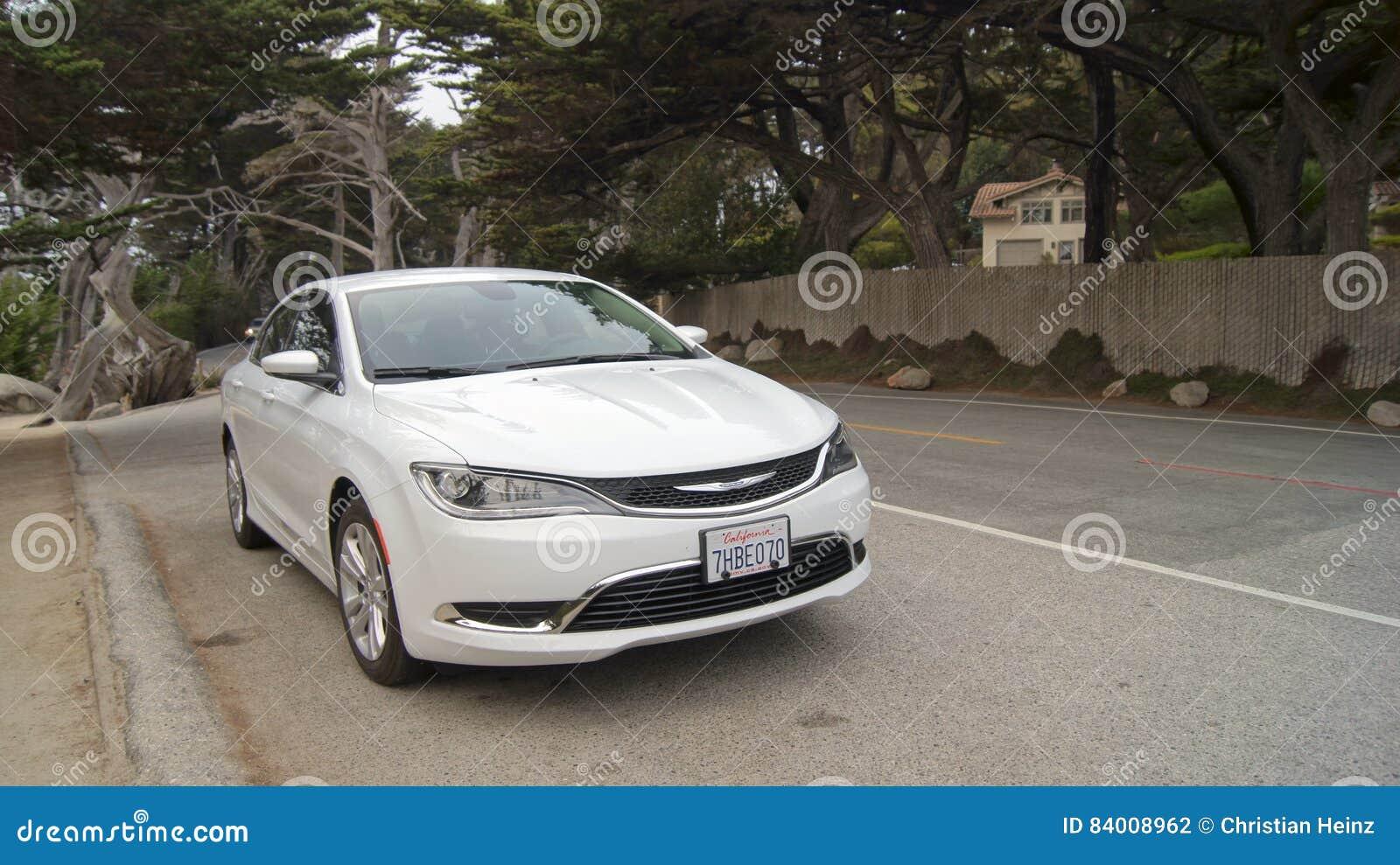 CARMEL, KALIFORNIA STANY ZJEDNOCZONE, OCT, - 6, 2014: Pescadero punkt przy 17 mil przejażdżką, zna jako ducha drzewo Ja dostaje,